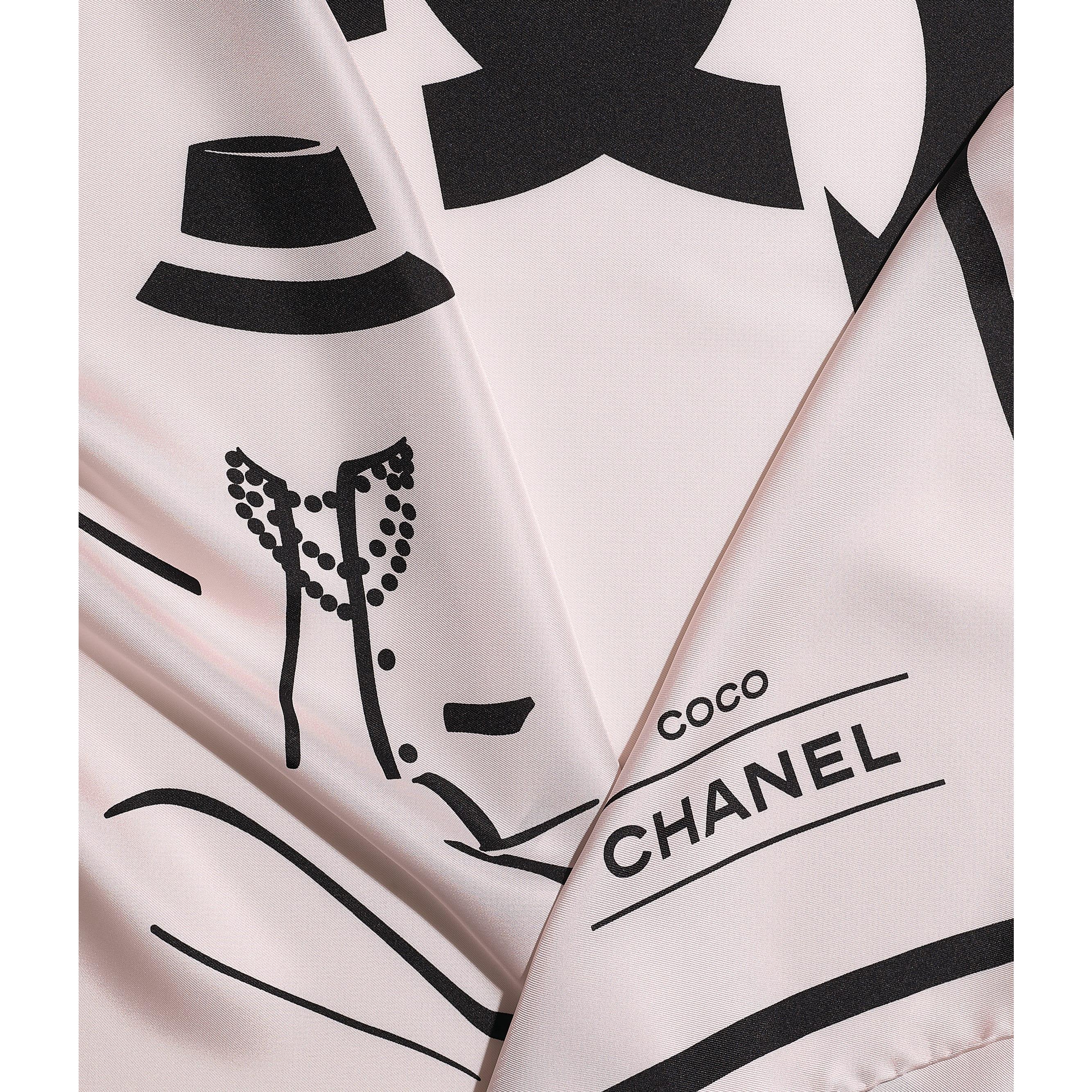 ผ้าพันคอทรงสี่เหลี่ยมจัตุรัส - สีชมพูอ่อน - ผ้าไหมทวิลล์ - CHANEL - มุมมองปัจจุบัน - ดูเวอร์ชันขนาดมาตรฐาน