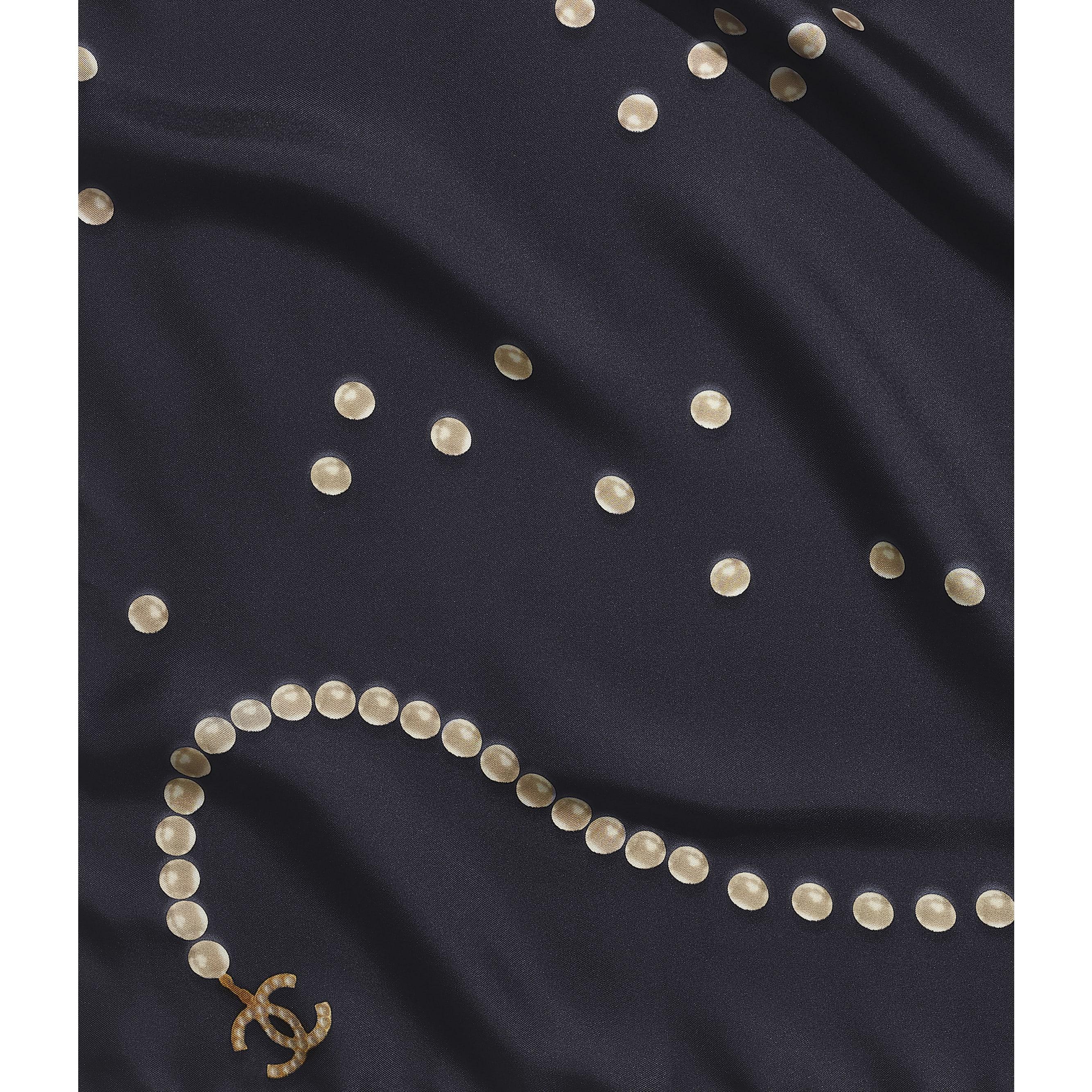 ผ้าพันคอทรงสี่เหลี่ยมจัตุรัส - สีน้ำเงินเนวี่บลู - ผ้าไหม - มุมมองปัจจุบัน - ดูเวอร์ชันขนาดมาตรฐาน