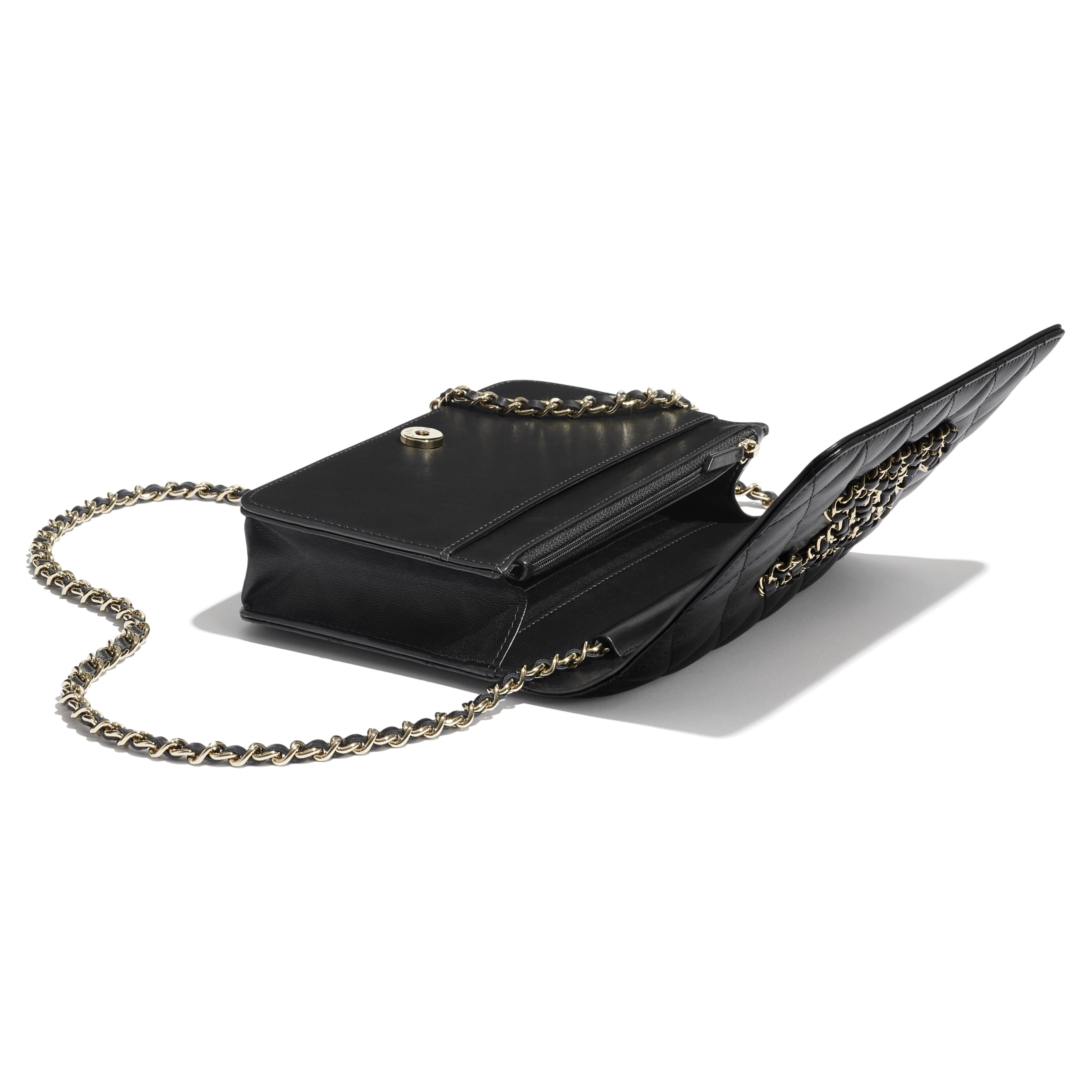 Wallet On Chain - Black - Lambskin - CHANEL - Extra view - see standard sized version