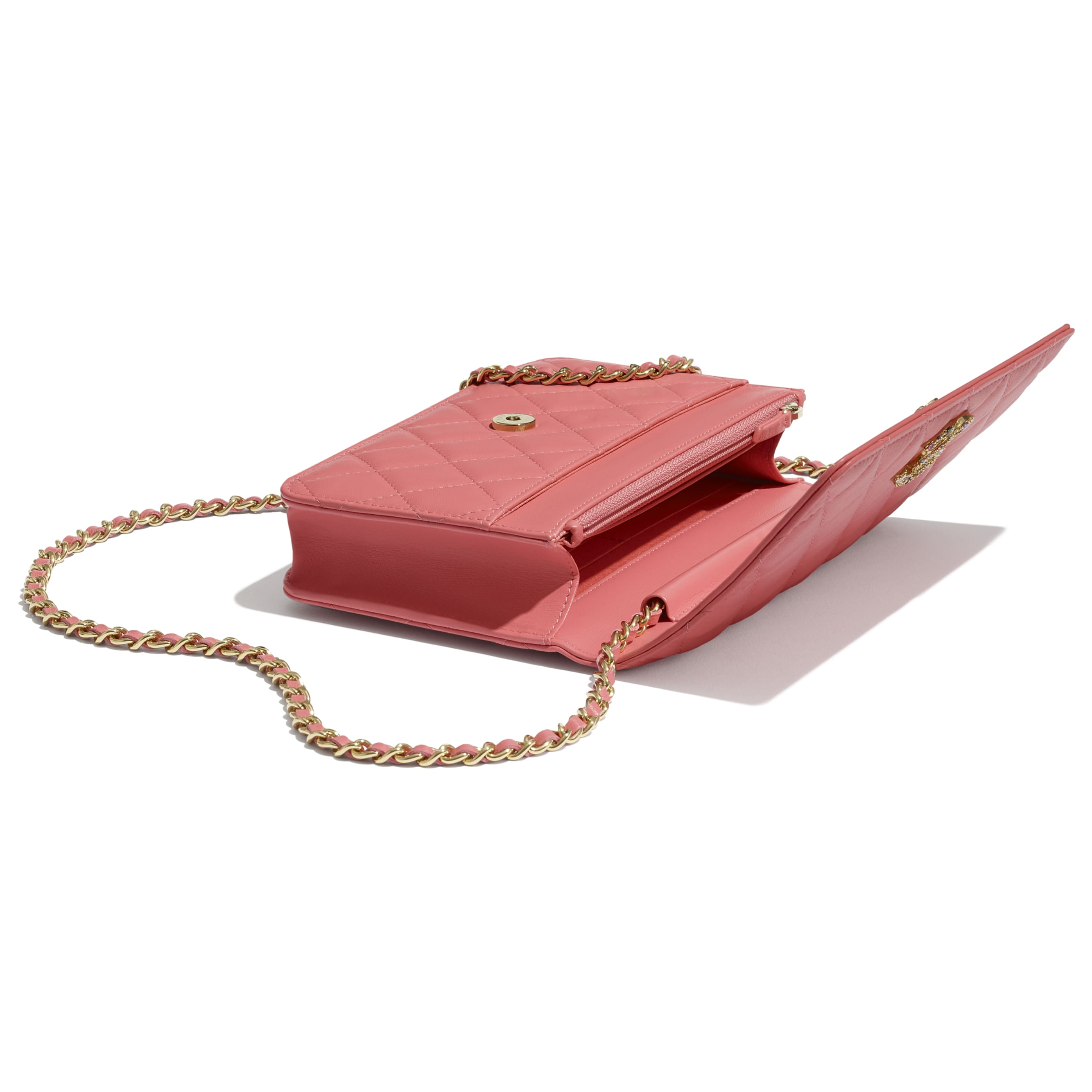 Wallet On Chain - Coral - Lambskin, Zirconium & Gold-Tone Metal - CHANEL - Extra view - see standard sized version
