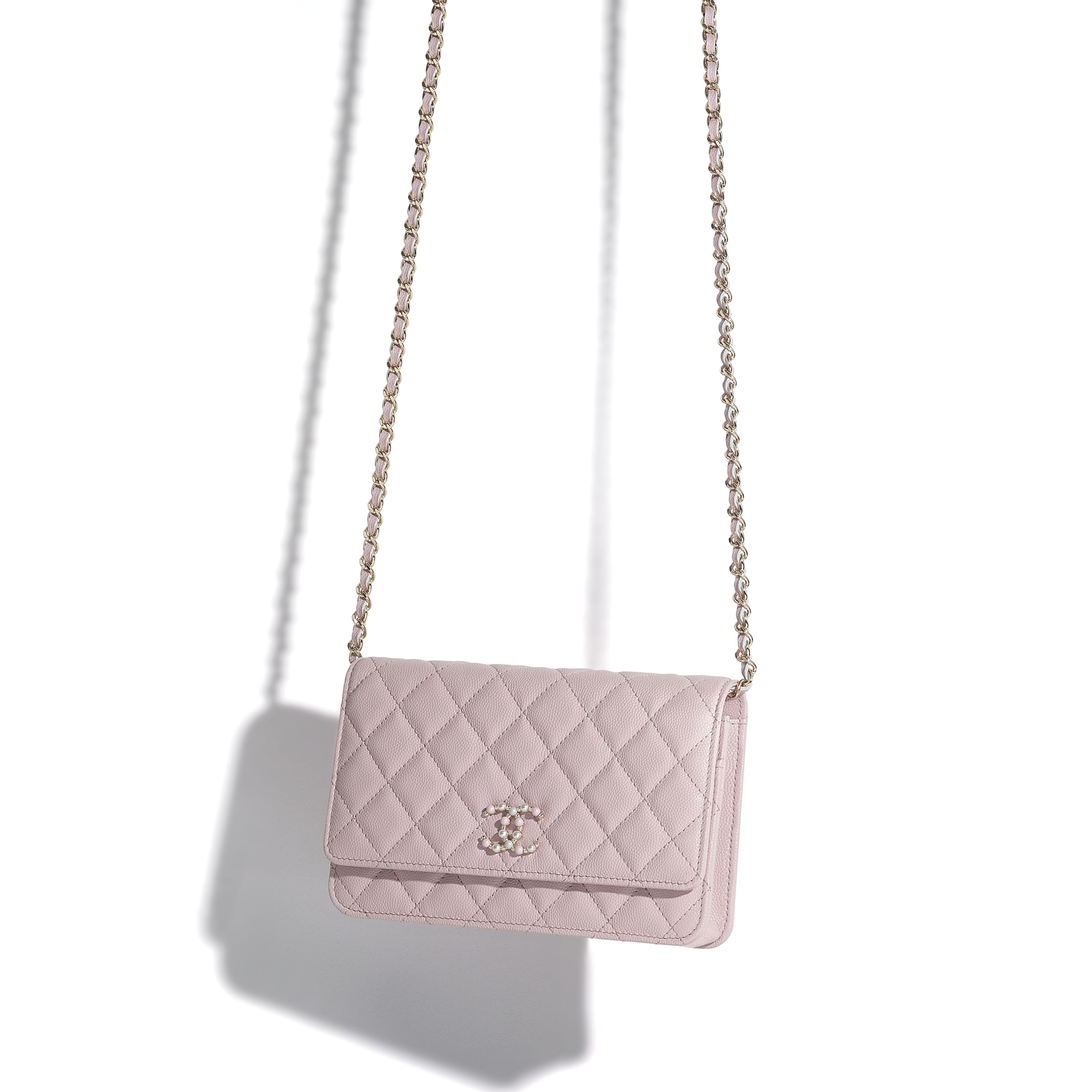 Wallet On Chain - Light Pink - Grained Calfskin & Gold-Tone Metal - CHANEL - Other view - see standard sized version