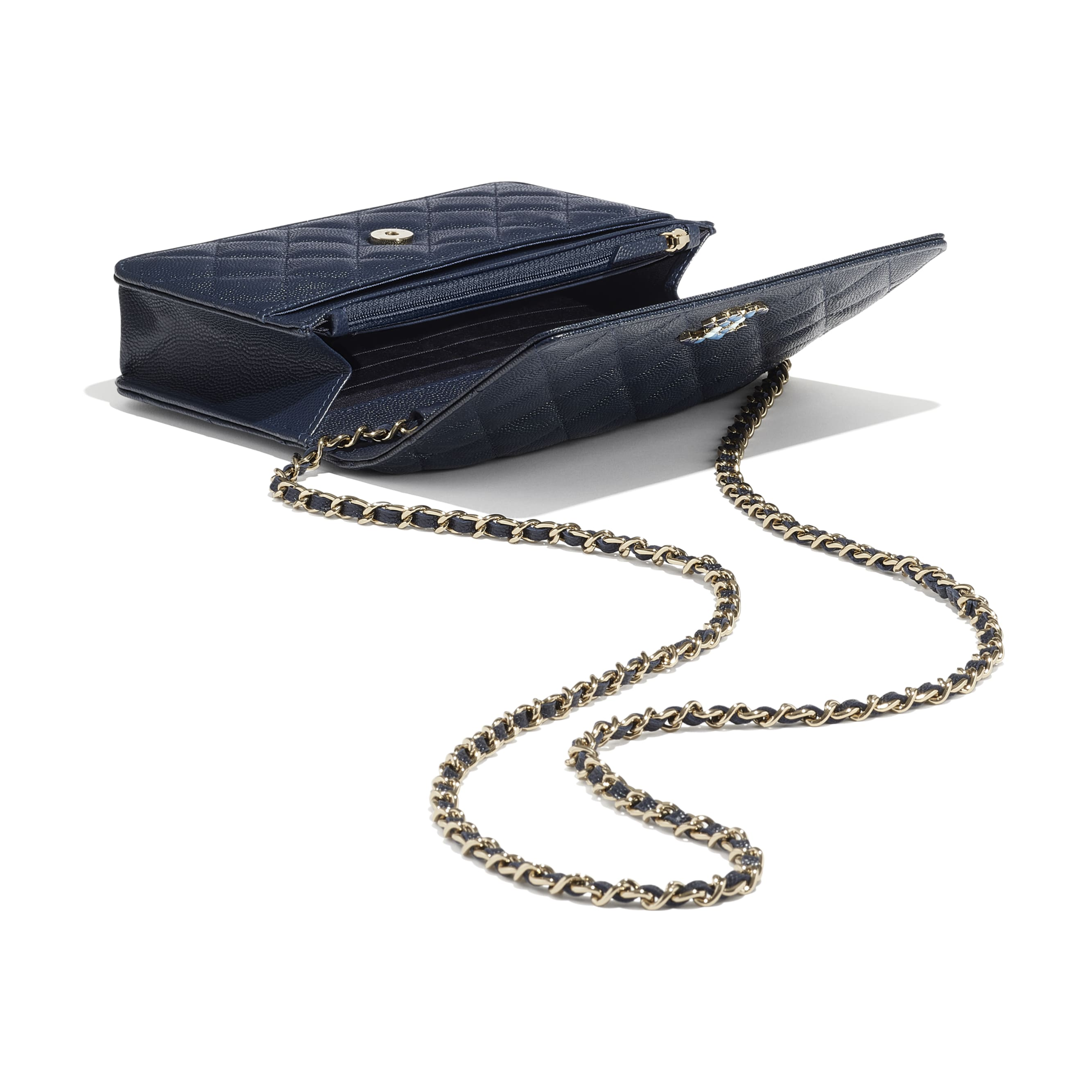 Wallet On Chain - Navy Blue - Grained Calfskin & Laquered Gold-Tone Metal - CHANEL - Extra view - see standard sized version
