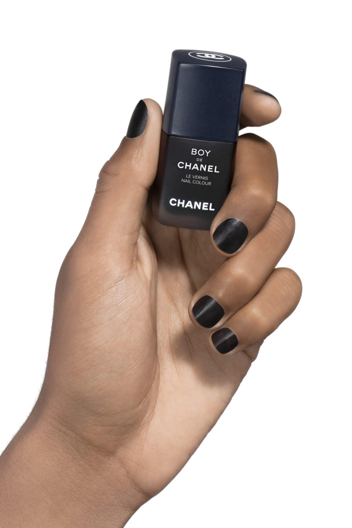 Application makeup visual 1 - BOY DE CHANEL LE VERNIS 404 - BLACK