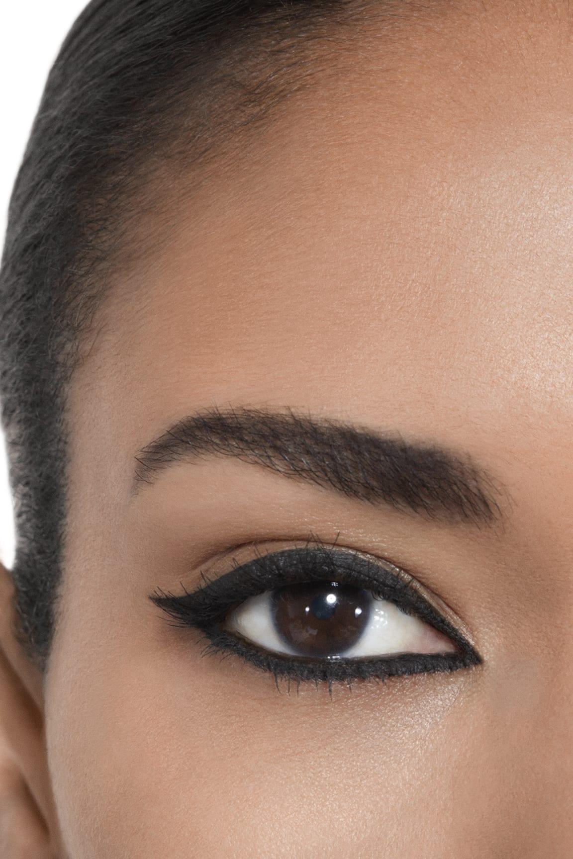 Application makeup visual 2 - CALLIGRAPHIE DE CHANEL 65 - HYPERBLACK