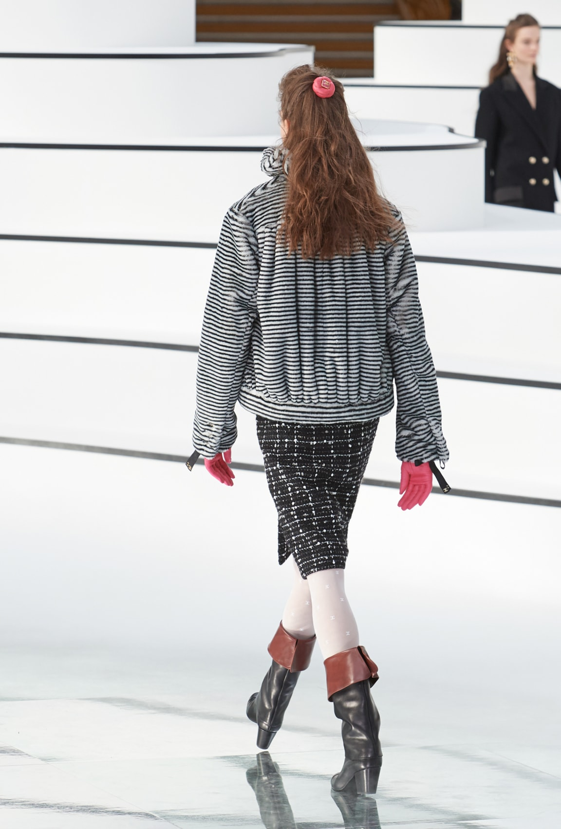 Image 4 - Look  18