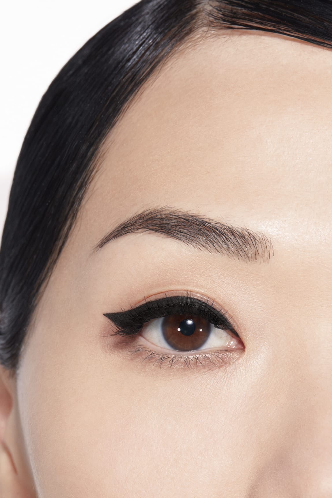 Application makeup visual 1 - LE LINER DE CHANEL 512 - NOIR PROFOND