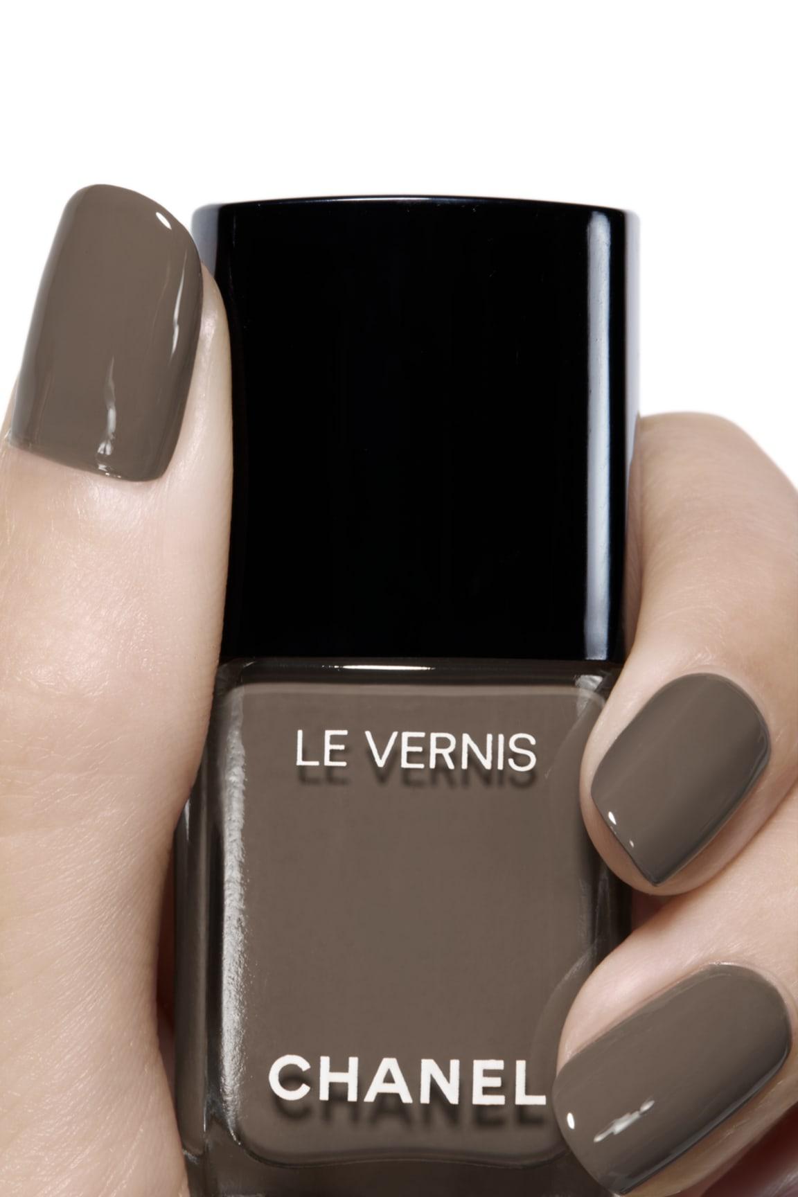 Пример нанесения макияжа 2 - LE VERNIS 905 - BRUN FUMÉ