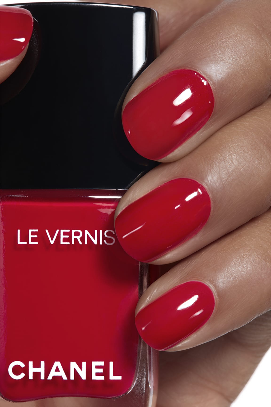 Anwendung Make-up-Bild 1 - LE VERNIS 500 - ROUGE ESSENTIEL