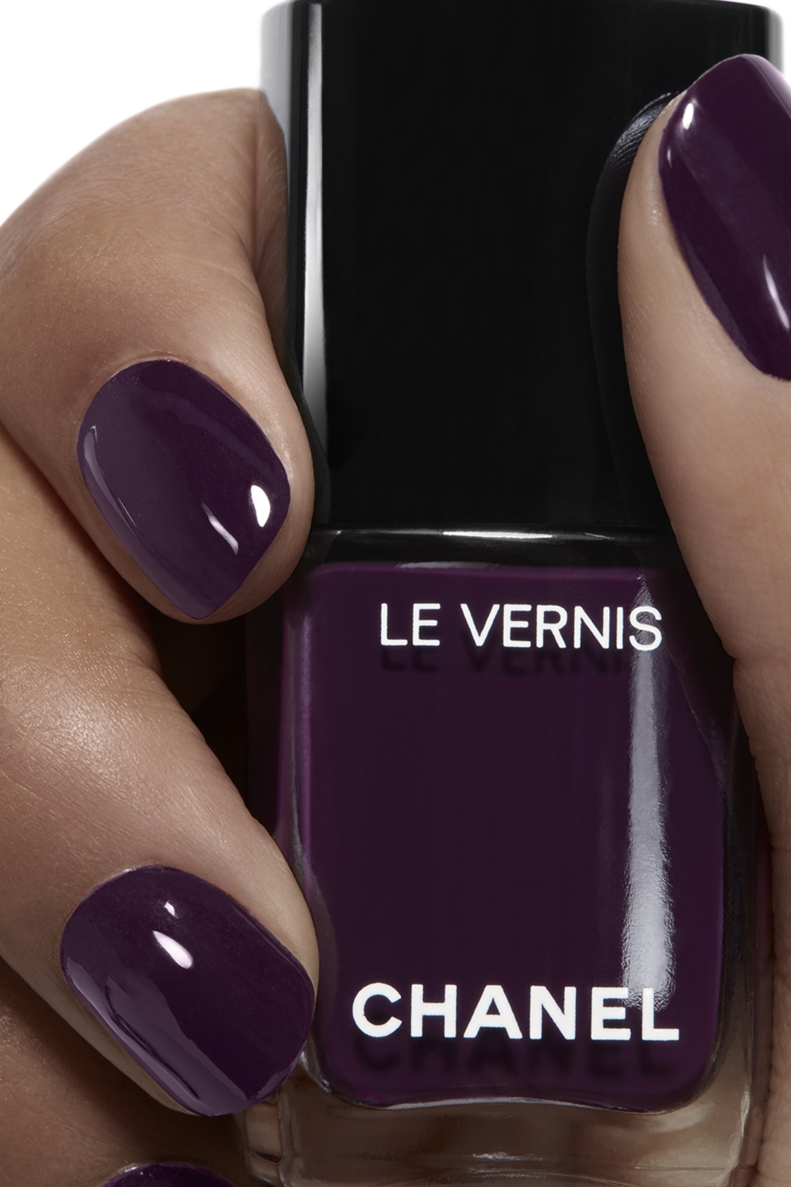 Anwendung Make-up-Bild 1 - LE VERNIS 628 - PRUNE DRAMATIQUE