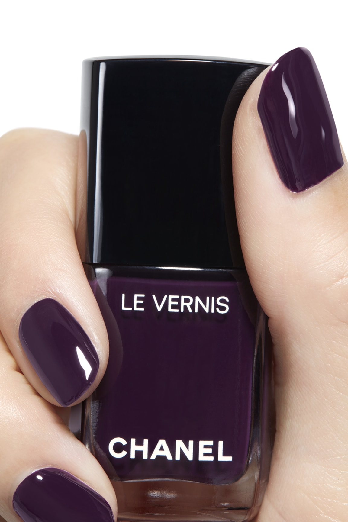 Anwendung Make-up-Bild 2 - LE VERNIS 628 - PRUNE DRAMATIQUE