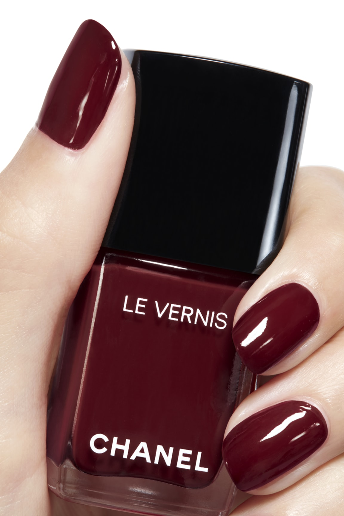 Anwendung Make-up-Bild 2 - LE VERNIS 765 - INTERDIT