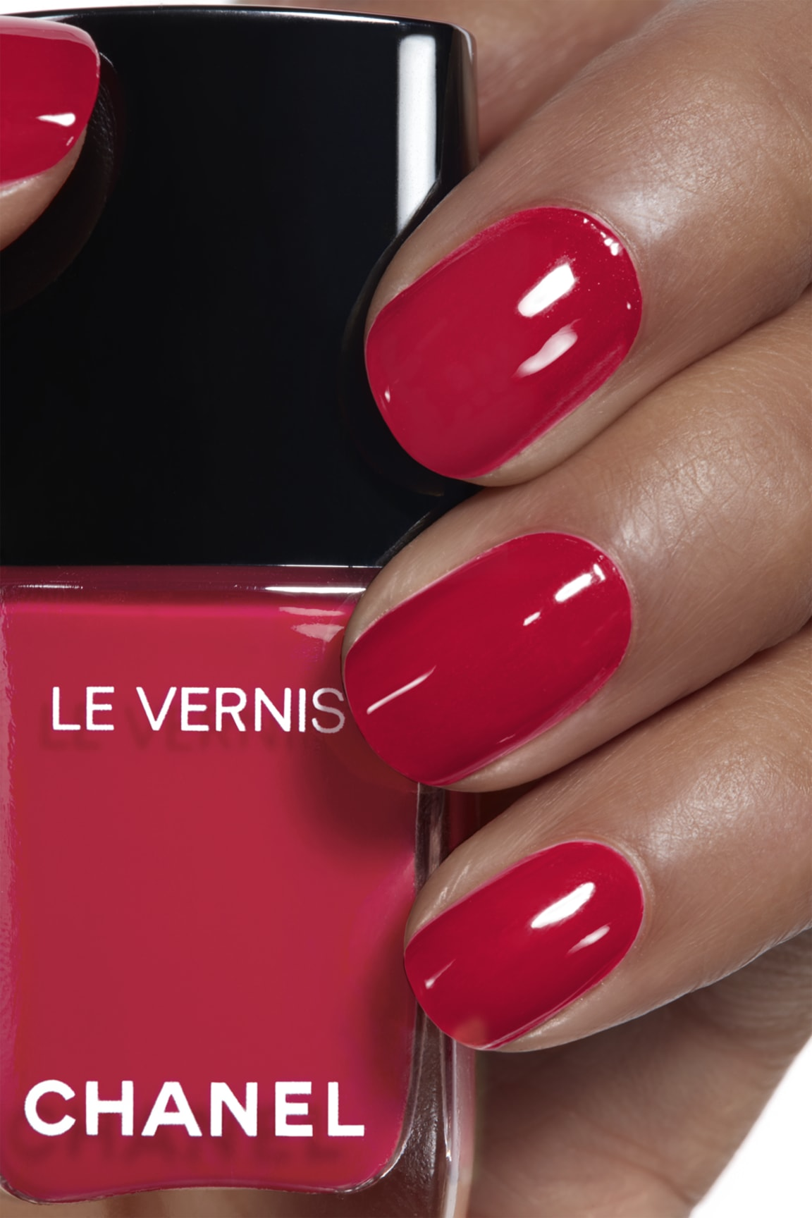 Anwendung Make-up-Bild 1 - LE VERNIS 885 - ANTHURIUM