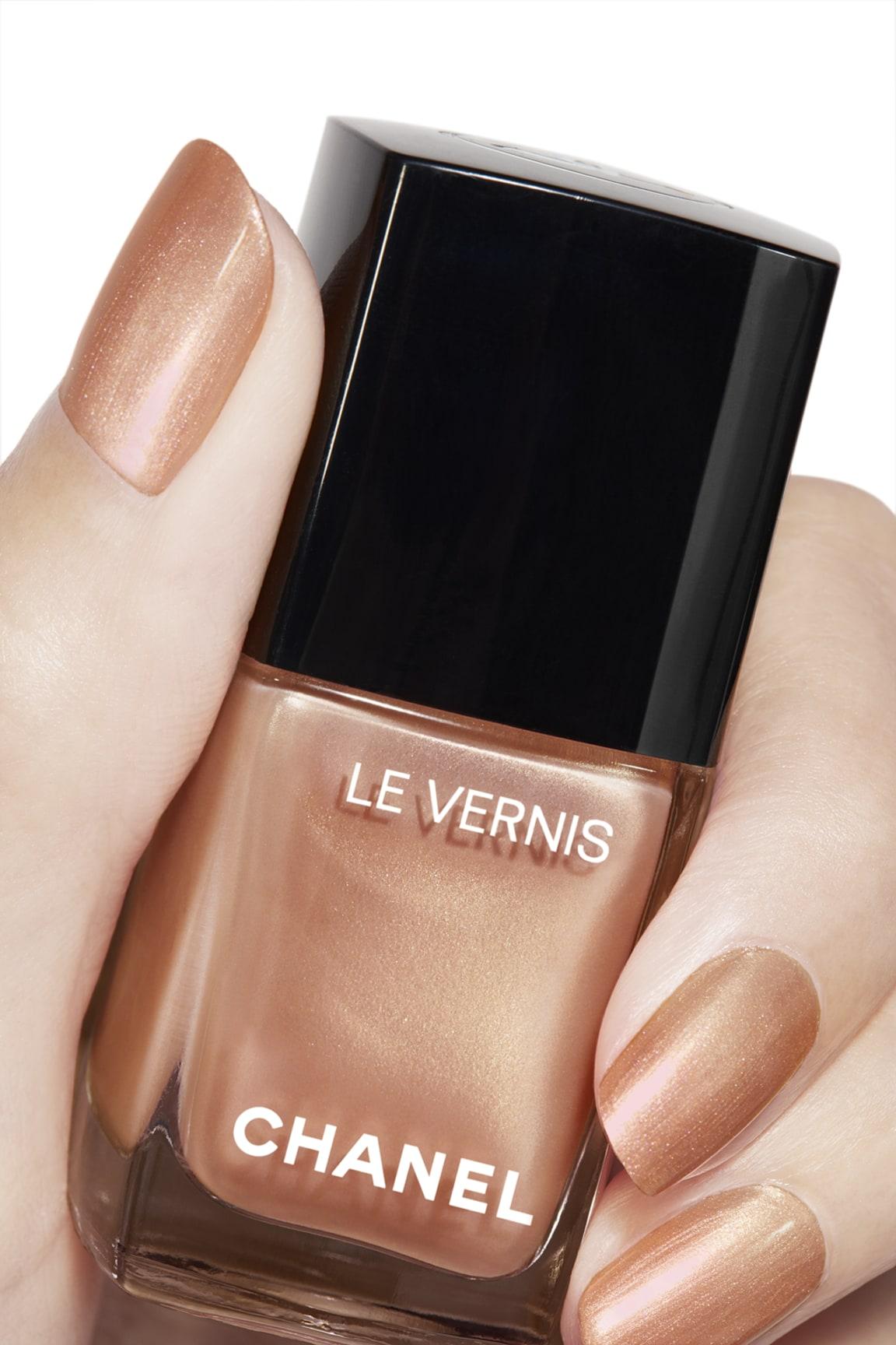 Anwendung Make-up-Bild 2 - LE VERNIS 897 - GOLDEN SAND