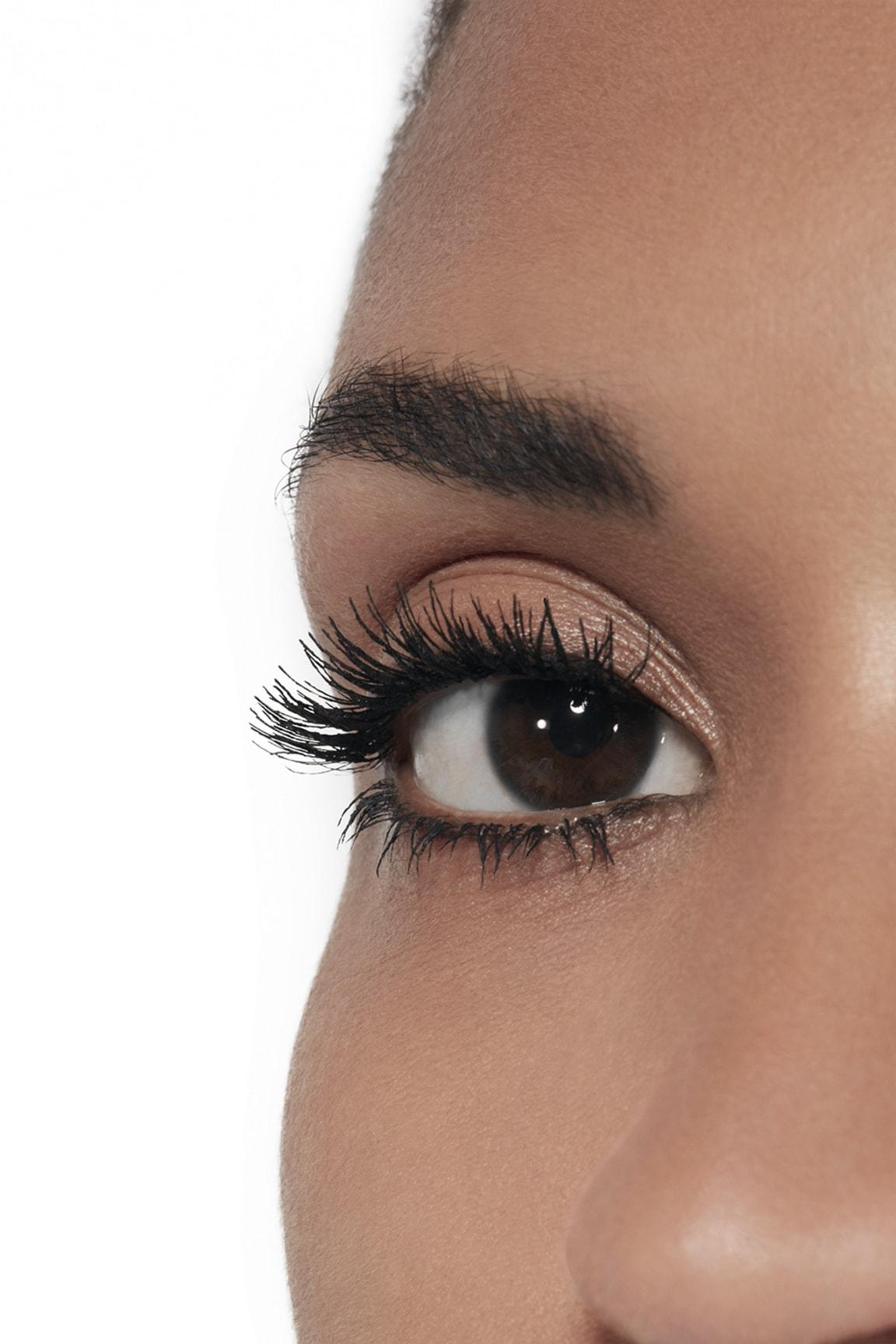 Toepassing make-up visual 2 - LE VOLUME RÉVOLUTION DE CHANEL 10 - NOIR