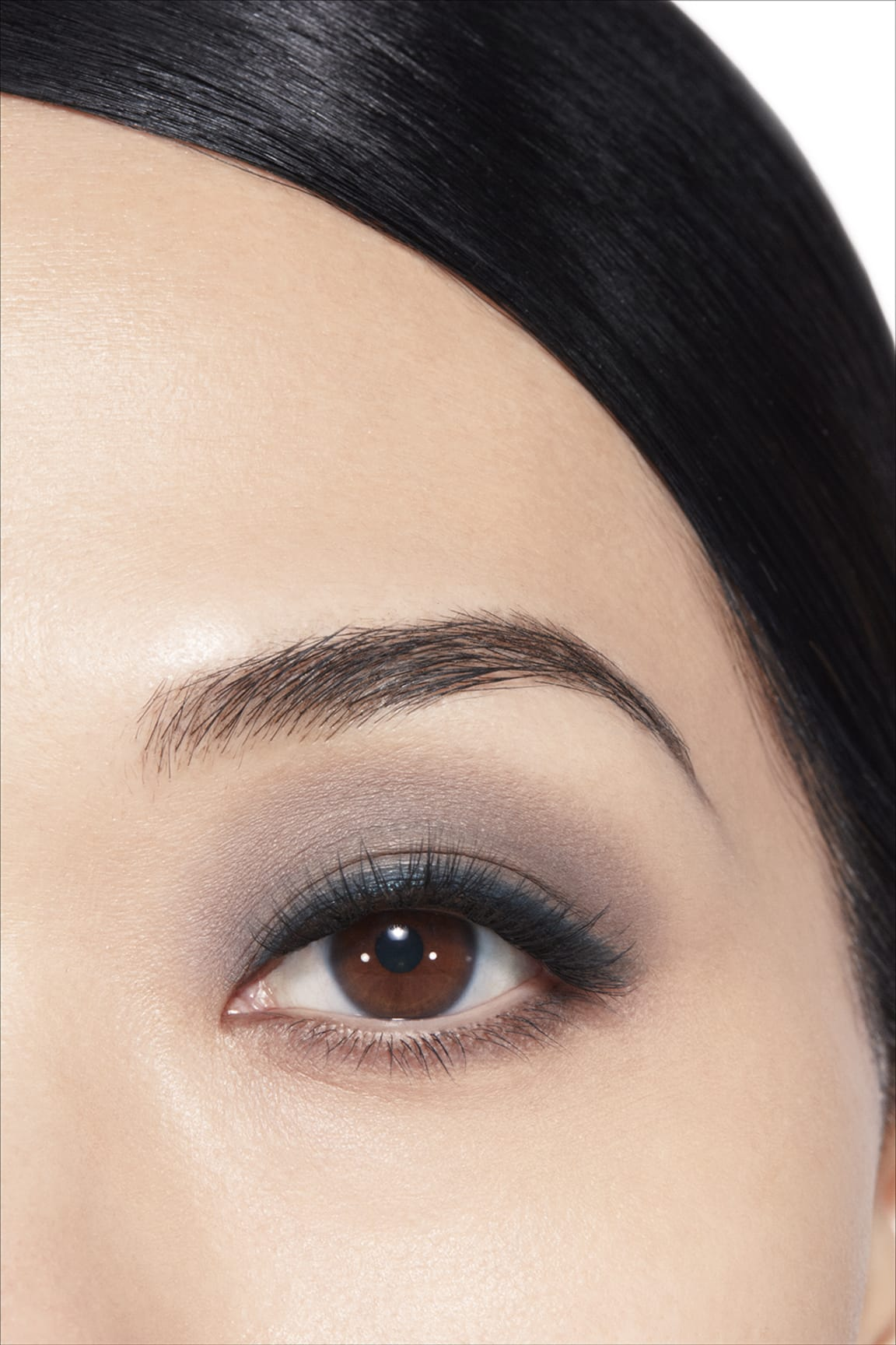 Imagen aplicación de maquillaje 1 - LES 4 OMBRES 324 - BLURRY BLUE