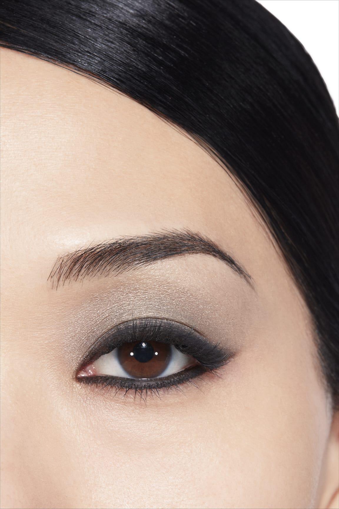 Anwendung Make-up-Bild 1 - LES 4 OMBRES 334 - MODERN GLAMOUR