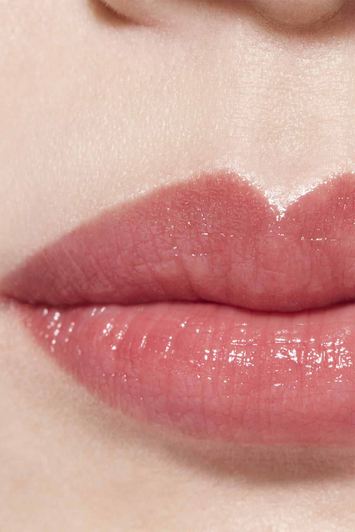 Application makeup visual 1 - LES BEIGES LIP BALM MEDIUM