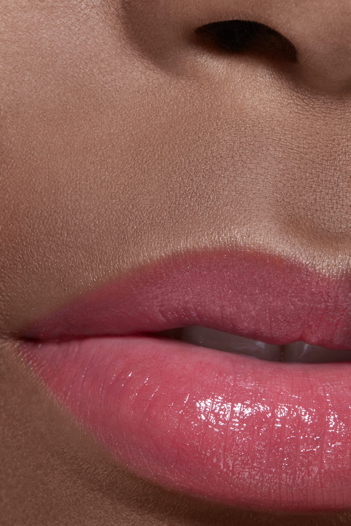 Application makeup visual 2 - LES BEIGES LIP BALM MEDIUM