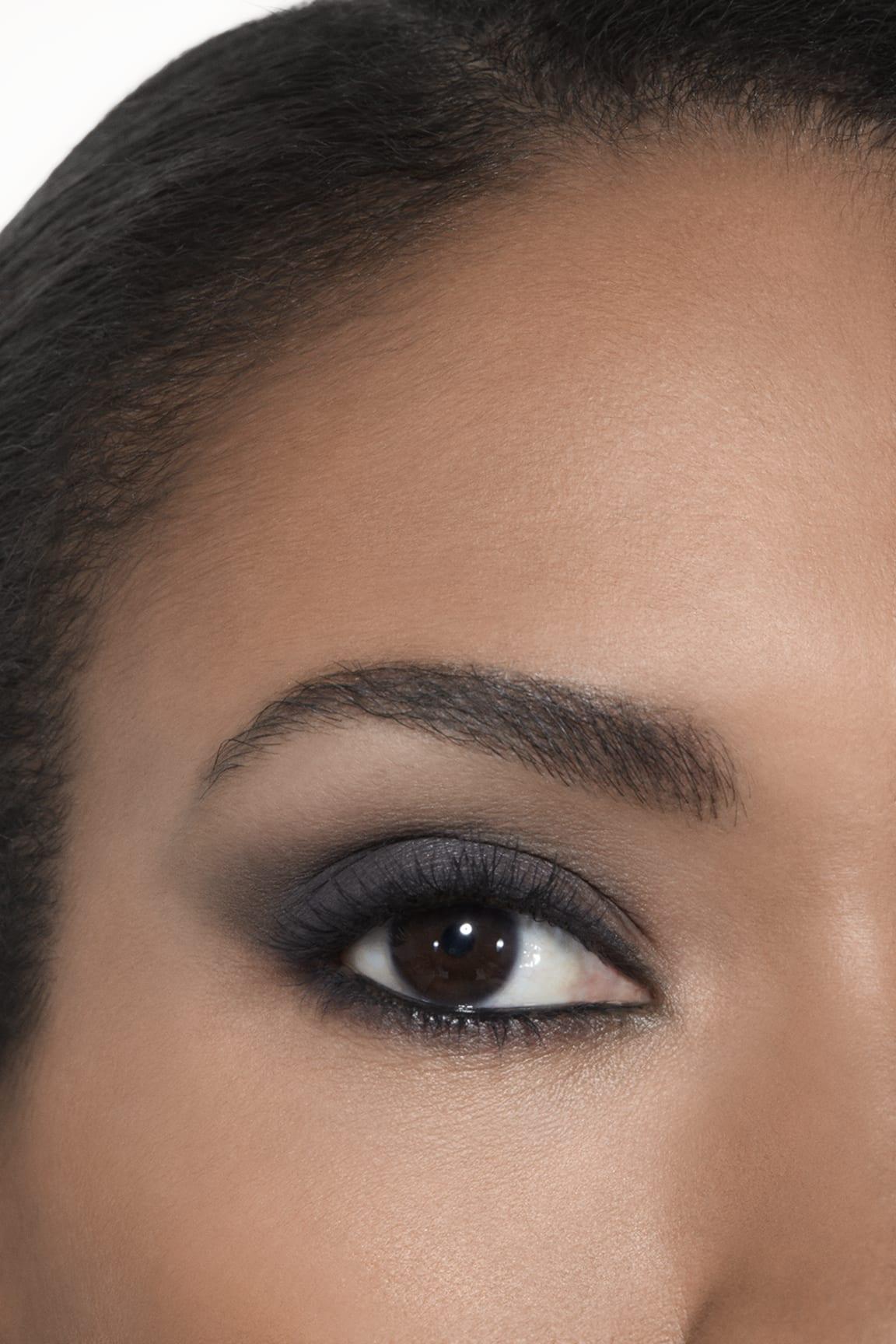 Application makeup visual 2 - LES BEIGES EYESHADOW PALETTE MEDIUM