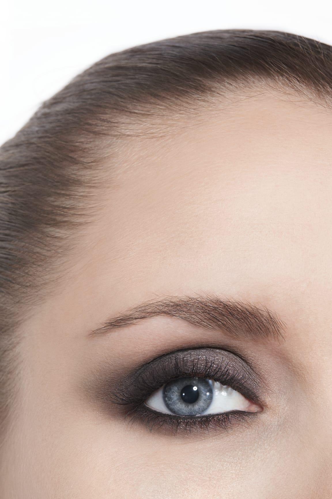 Application makeup visual 3 - LES BEIGES EYESHADOW PALETTE MEDIUM