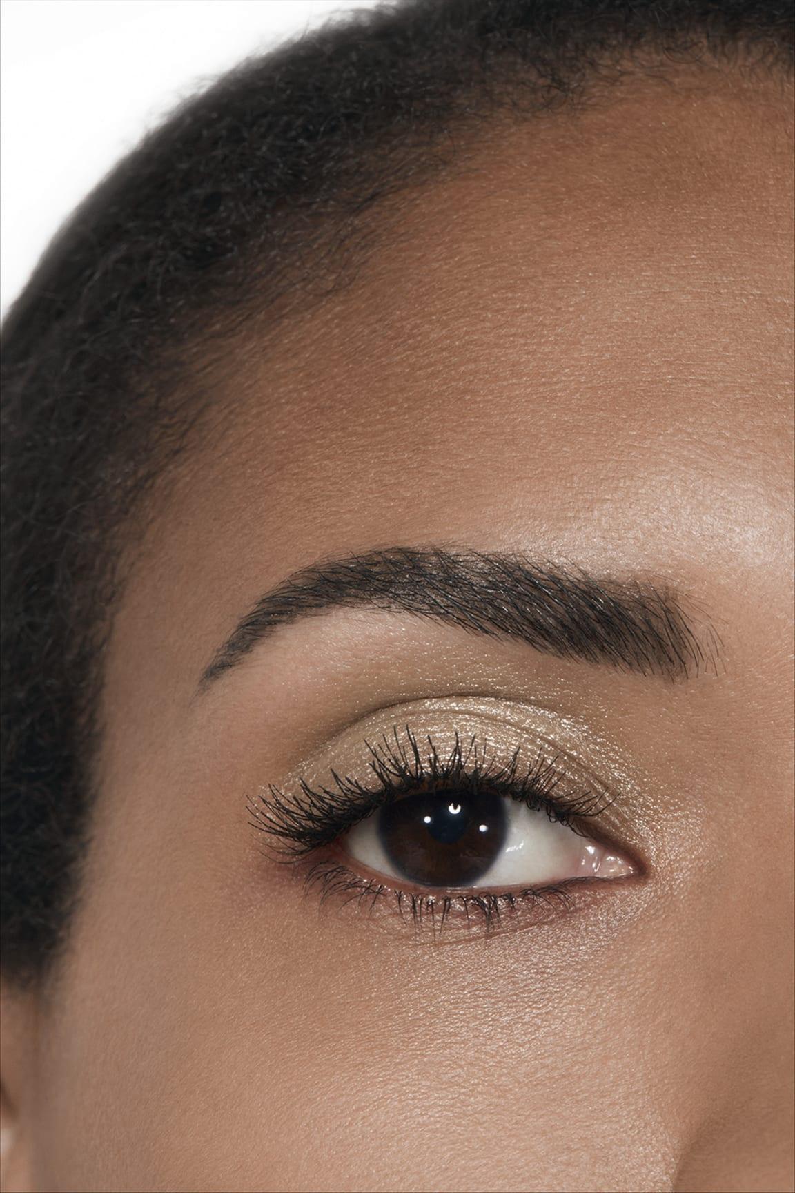 Anwendung Make-up-Bild 2 - OMBRE PREMIÈRE LAQUE 39 - LAMÉ IVOIRE