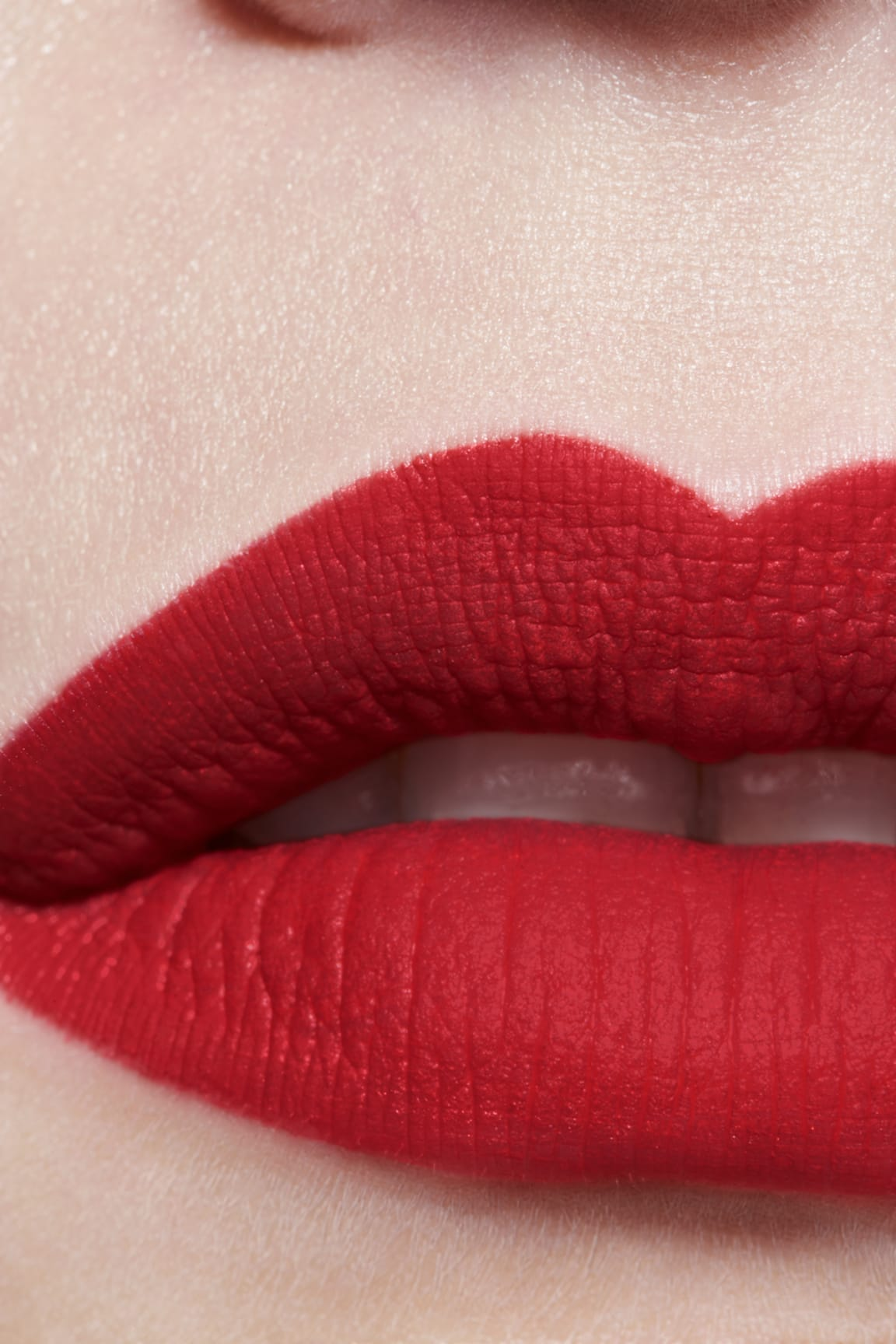 Application makeup visual 3 - ROUGE ALLURE INK FUSION 818 - TRUE RED