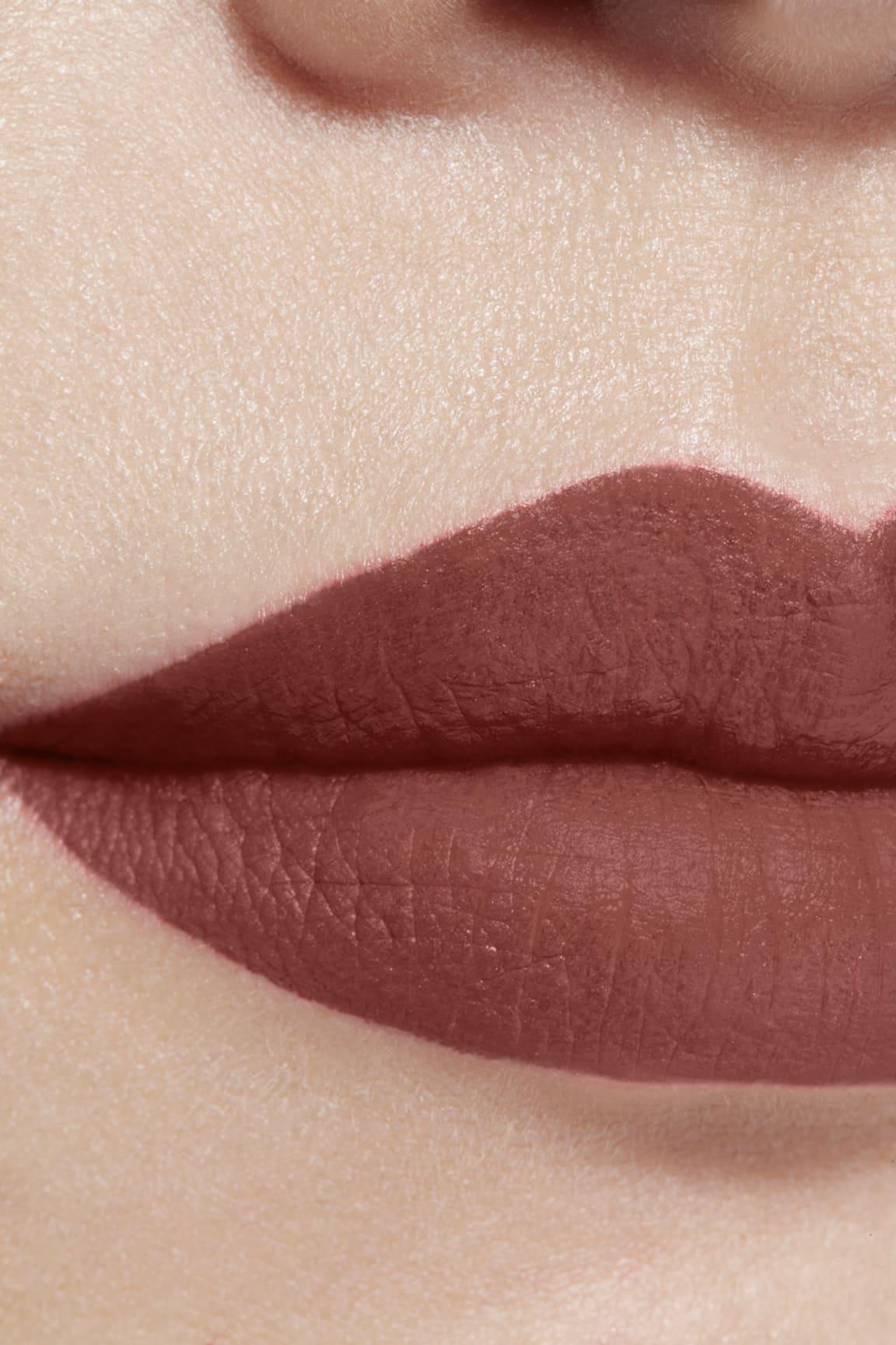 Application makeup visual 1 - ROUGE ALLURE INK FUSION 834 - AMBIGUÏTÉ