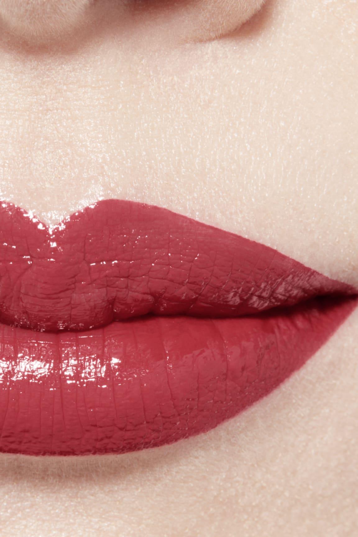 Imagen aplicación de maquillaje 1 - ROUGE ALLURE LAQUE 65 - IMPERTURBABLE