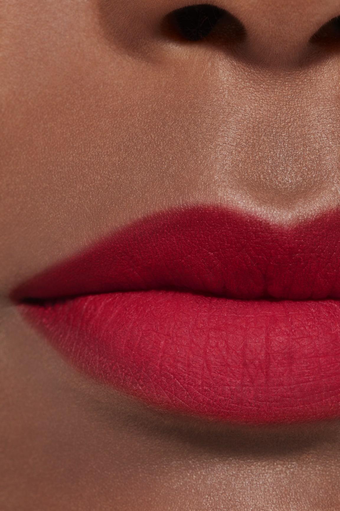 Imagen aplicación de maquillaje 2 - ROUGE ALLURE LIQUID POWDER 956 - INVINCIBLE