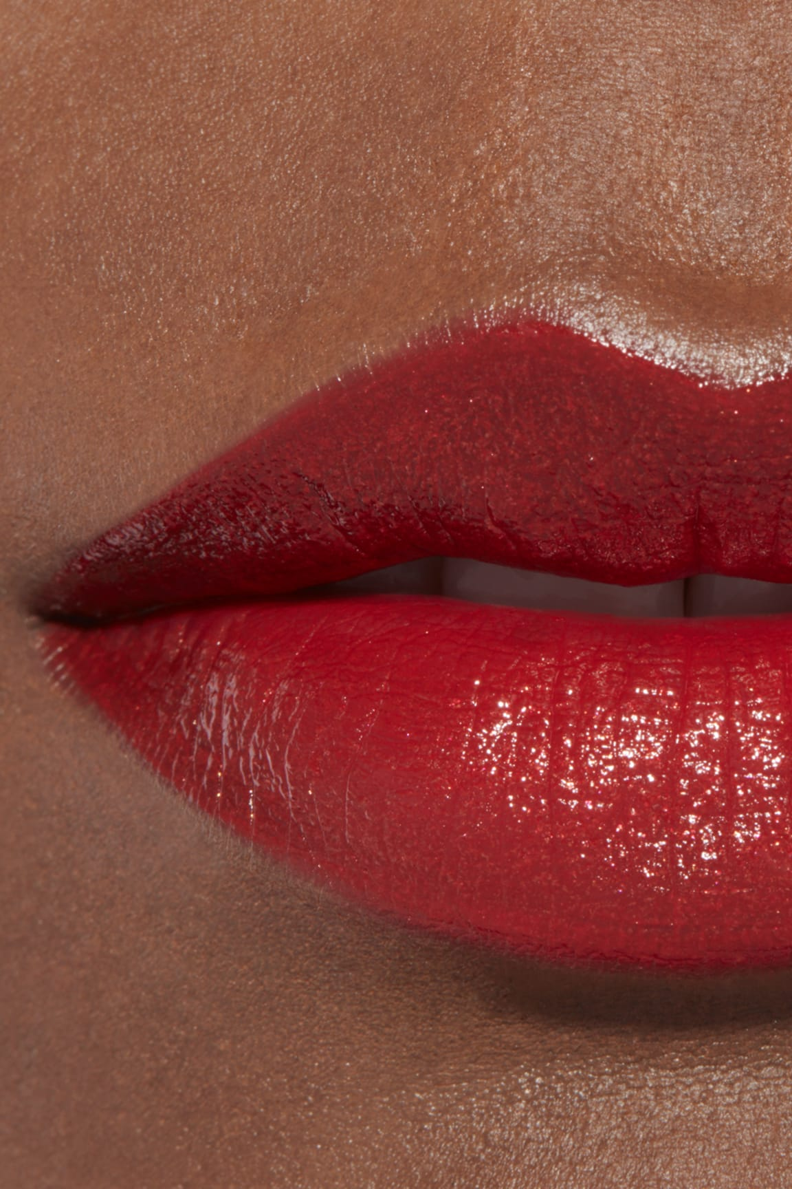 Application makeup visual 2 - ROUGE ALLURE 127 - ROUGE D'OR
