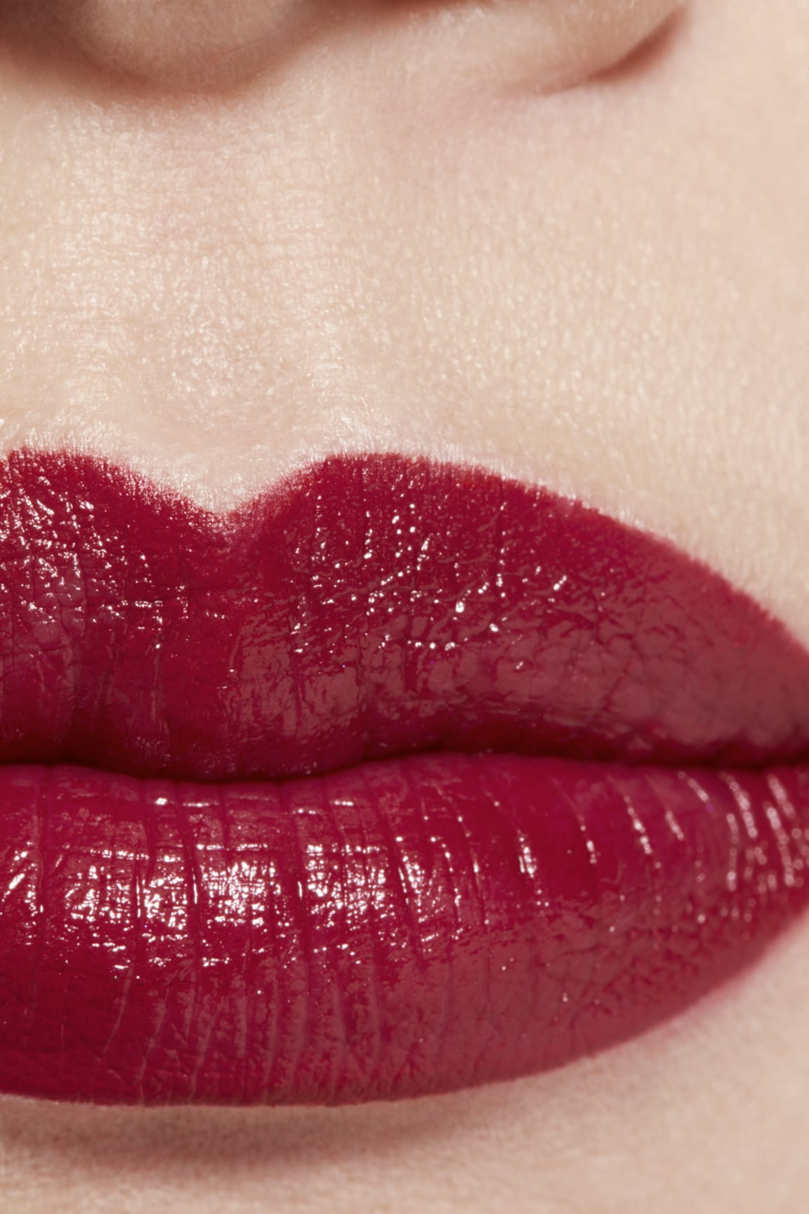 Application makeup visual 1 - ROUGE ALLURE 847 - ROUGE MAJESTUEUX