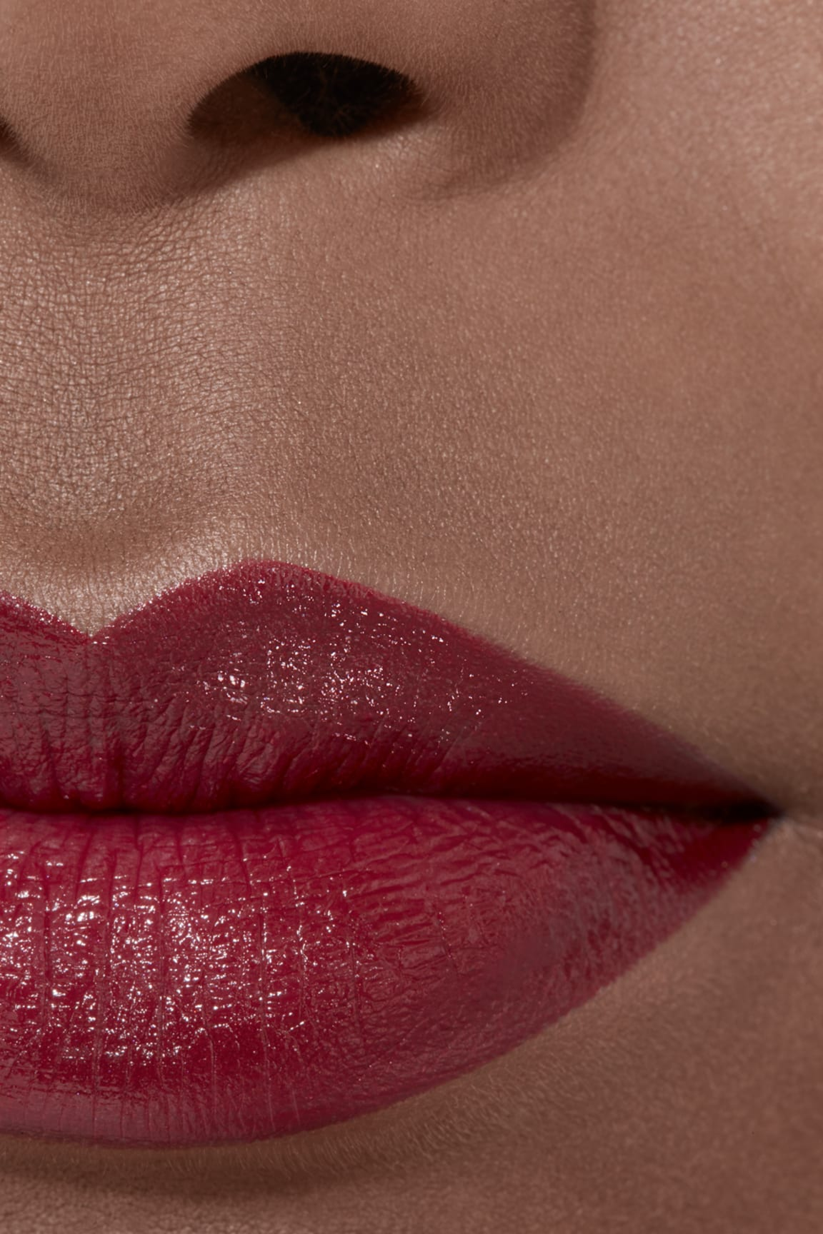 Application makeup visual 2 - ROUGE ALLURE 847 - ROUGE MAJESTUEUX