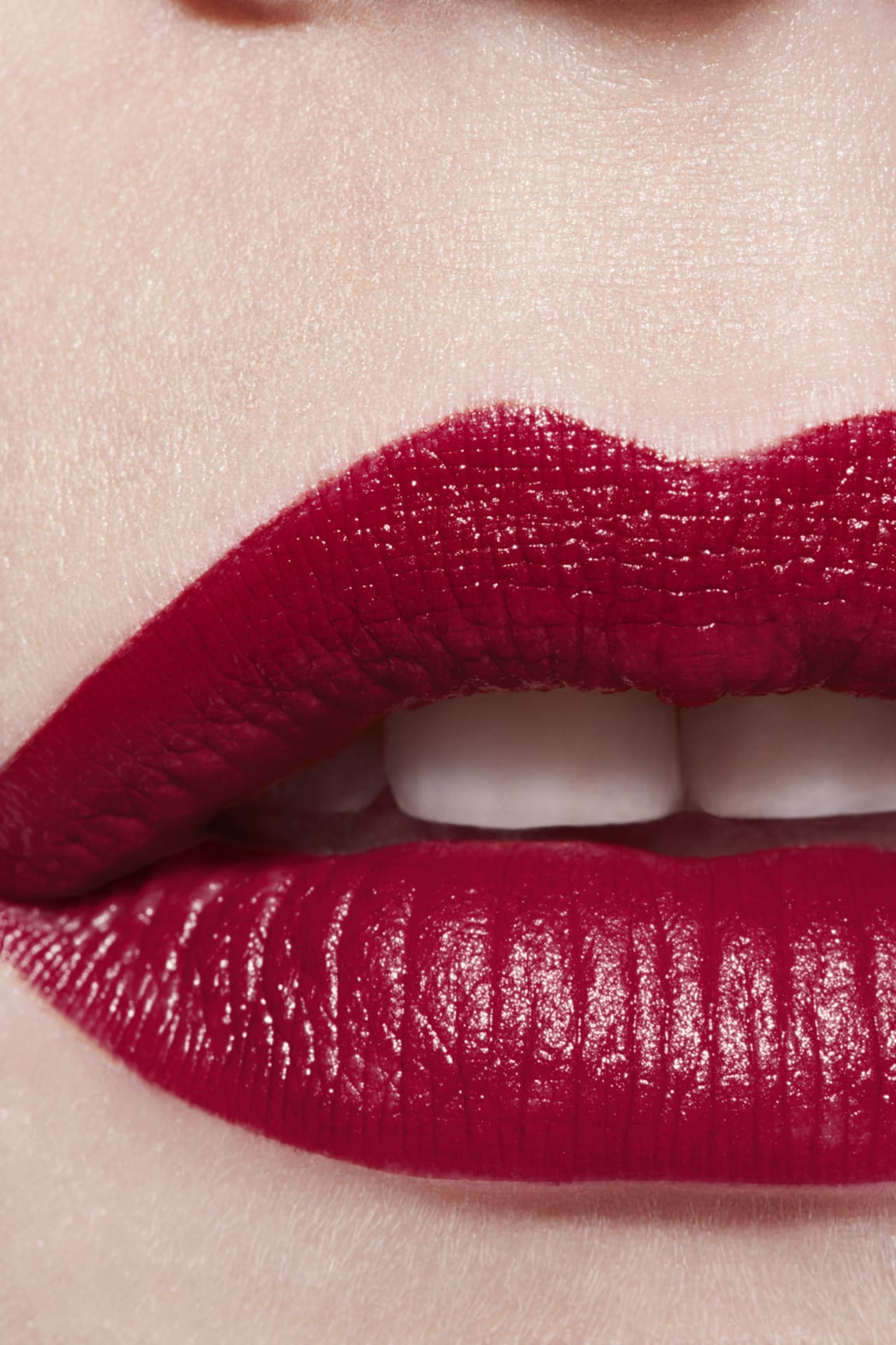 Application makeup visual 3 - ROUGE ALLURE 847 - ROUGE MAJESTUEUX