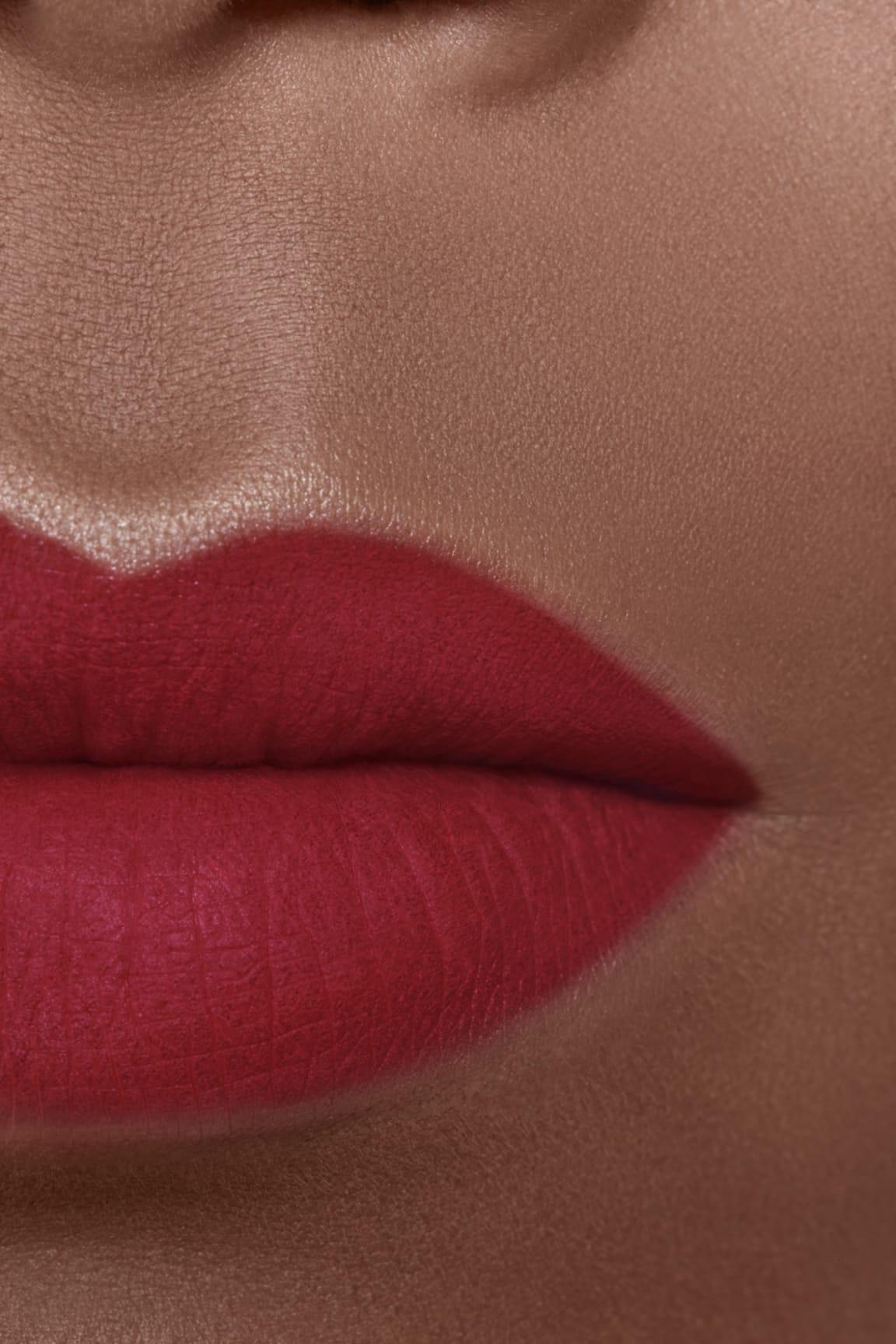 Application makeup visual 2 - ROUGE ALLURE VELVET EXTRÊME 136 - PIVOINE NOIRE