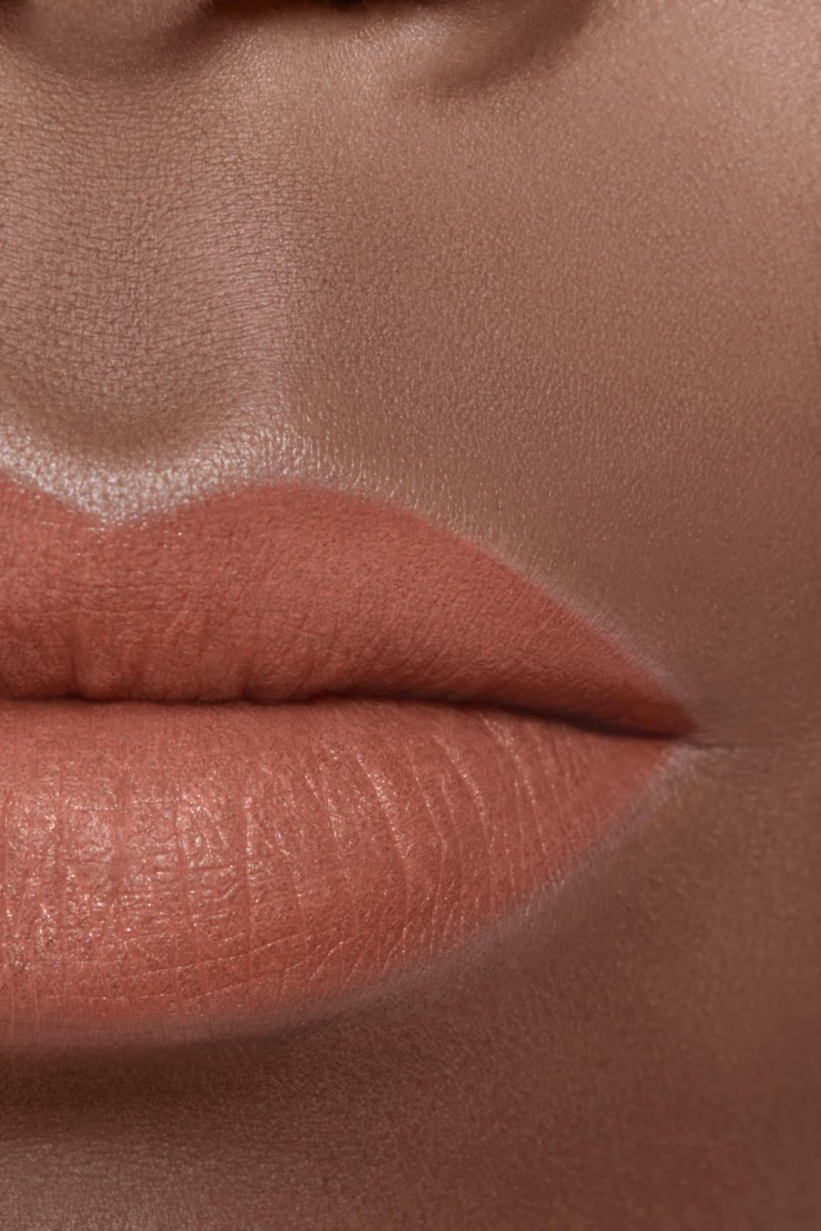Application makeup visual 2 - ROUGE ALLURE VELVET LE LION DE CHANEL 227 - BEIGE RUGISSANT