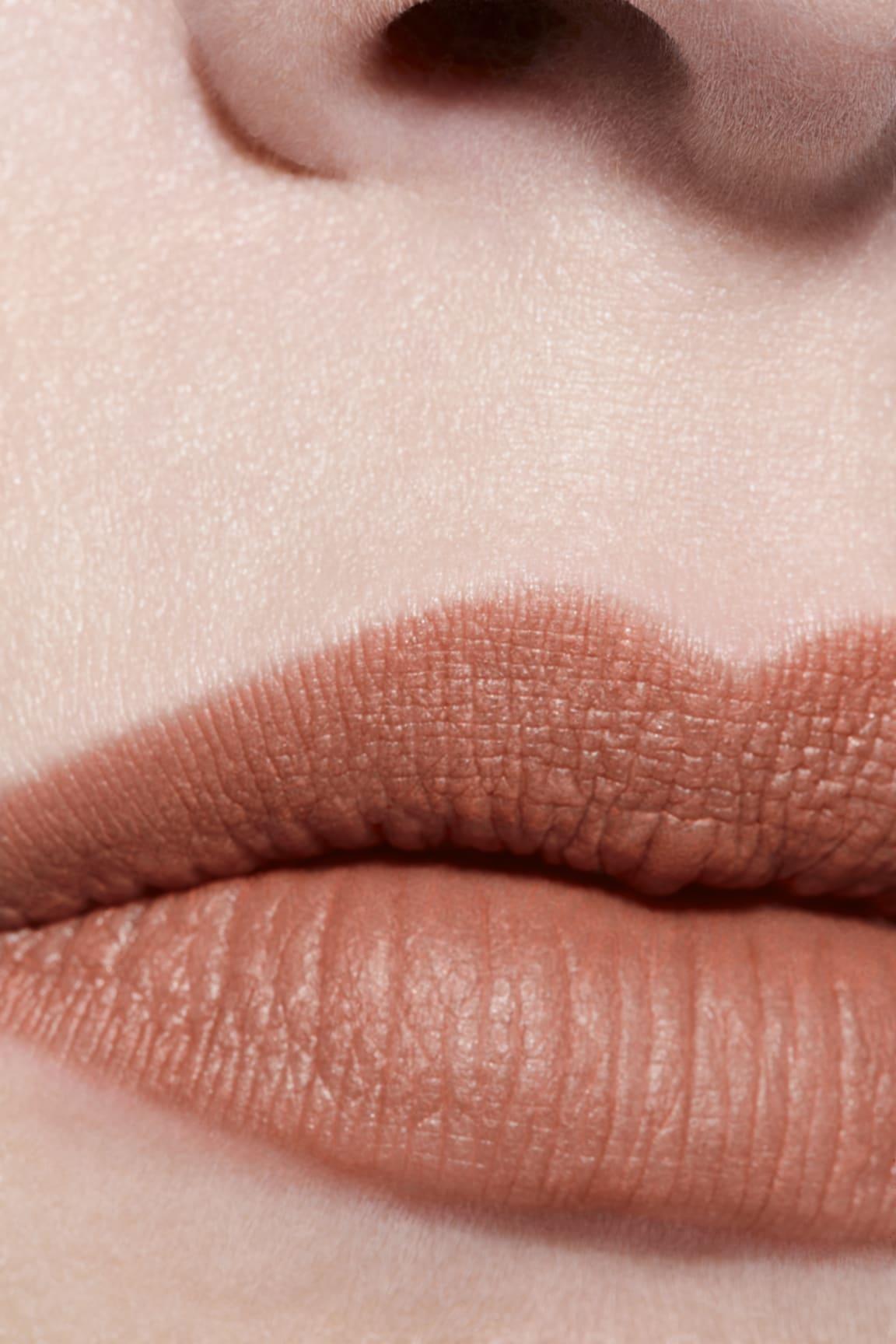 Application makeup visual 3 - ROUGE ALLURE VELVET LE LION DE CHANEL 227 - BEIGE RUGISSANT
