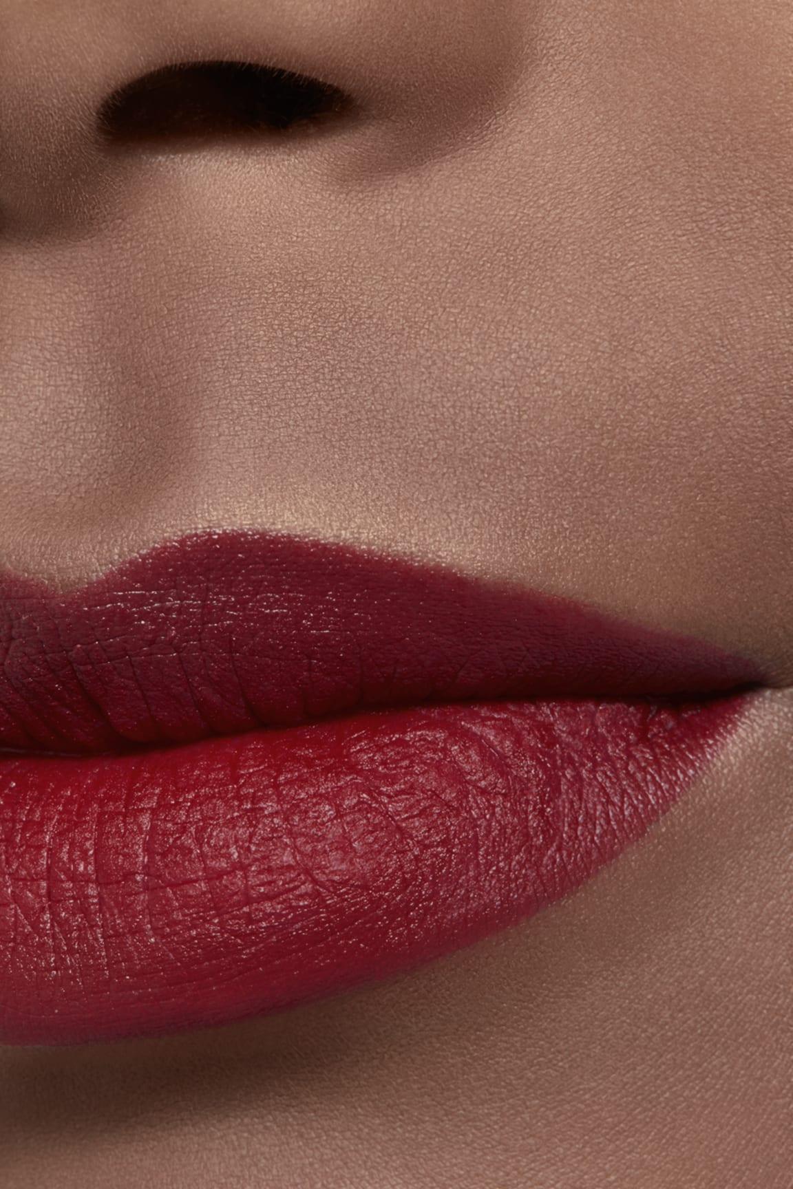 Application makeup visual 2 - ROUGE ALLURE VELVET LE LION DE CHANEL 267 - ROUGE AUDACIEUX