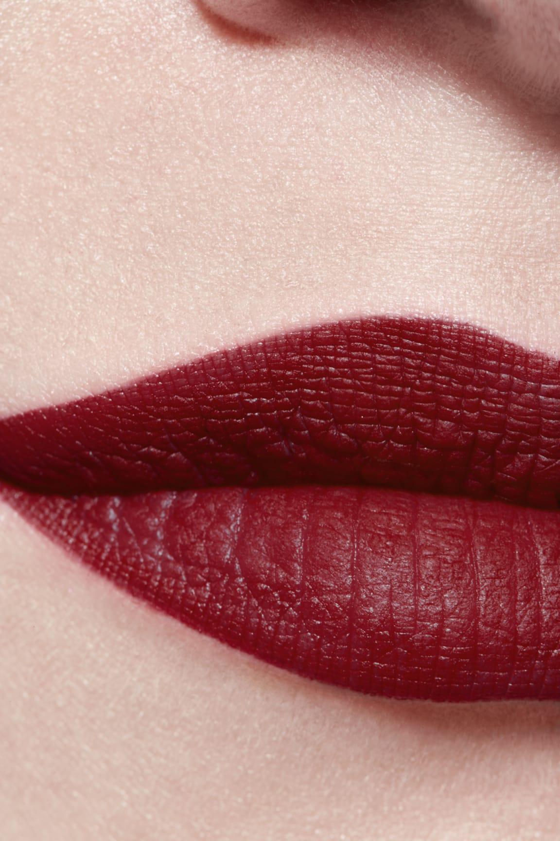 Application makeup visual 3 - ROUGE ALLURE VELVET LE LION DE CHANEL 267 - ROUGE AUDACIEUX