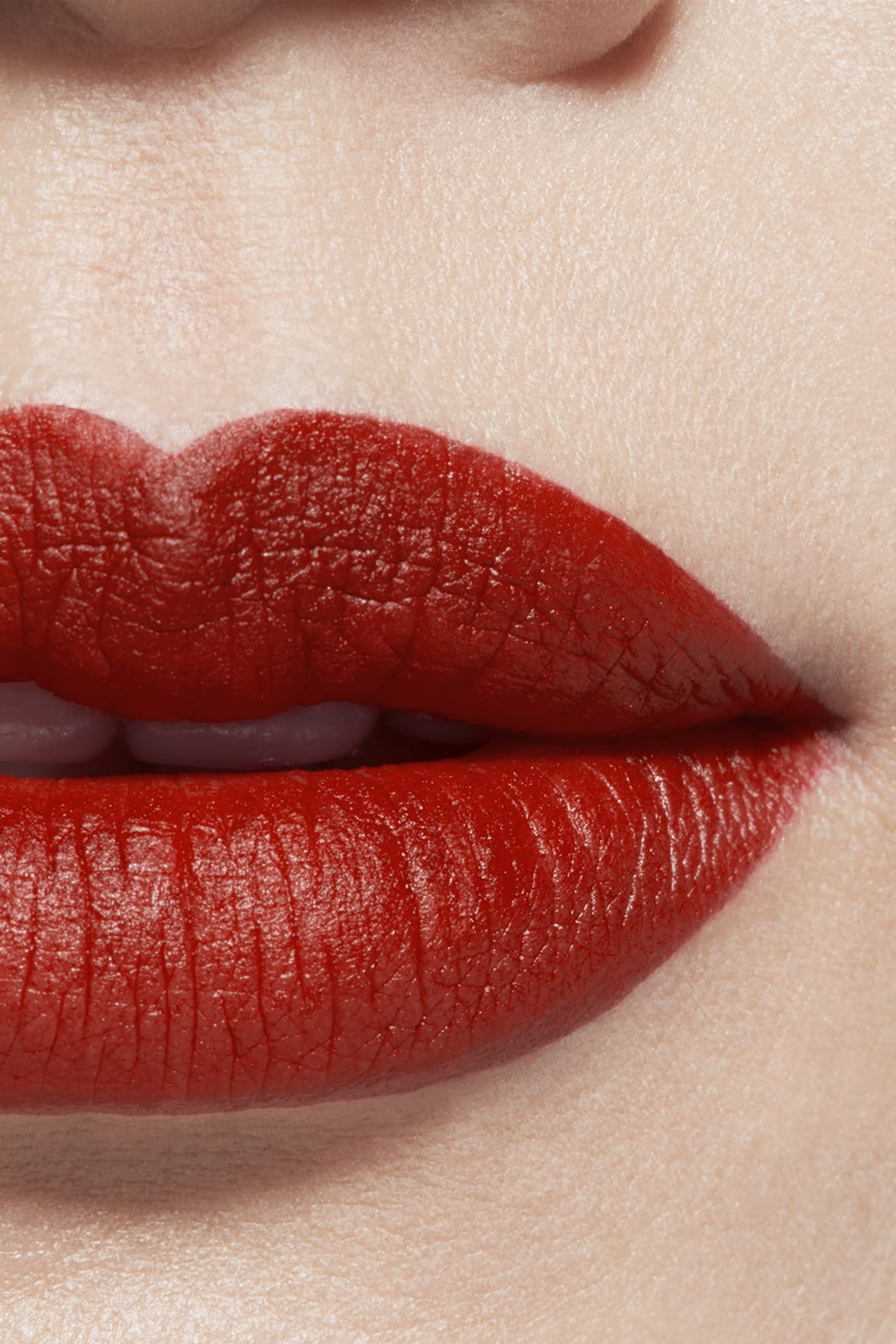 Application makeup visual 1 - ROUGE ALLURE VELVET LE LION DE CHANEL 277 - ROUGE FAUVE