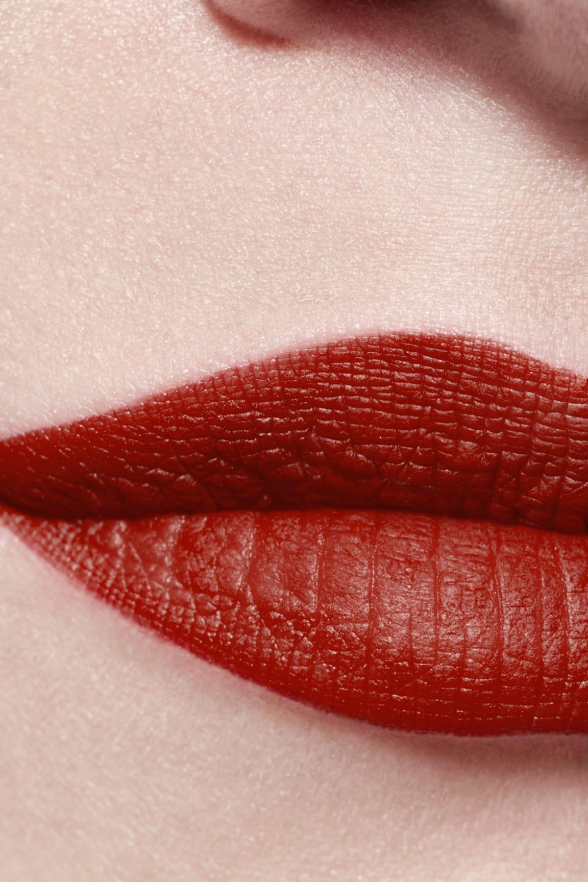 Application makeup visual 3 - ROUGE ALLURE VELVET LE LION DE CHANEL 277 - ROUGE FAUVE