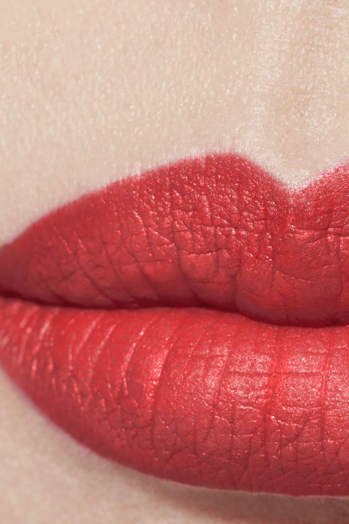Application makeup visual 1 - ROUGE ALLURE VELVET LE LION DE CHANEL 57 - ROUGE FEU
