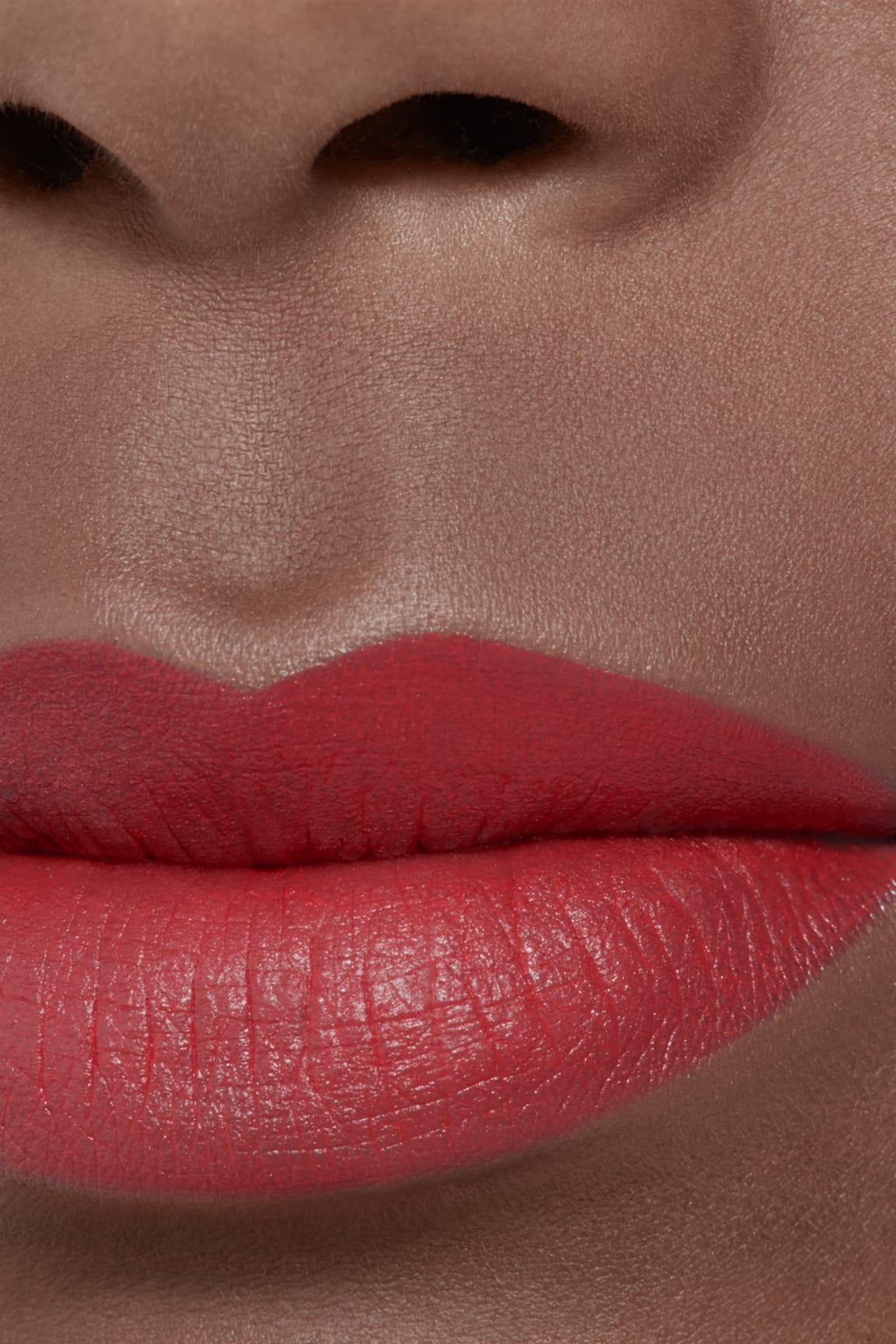 Application makeup visual 2 - ROUGE ALLURE VELVET LE LION DE CHANEL 57 - ROUGE FEU