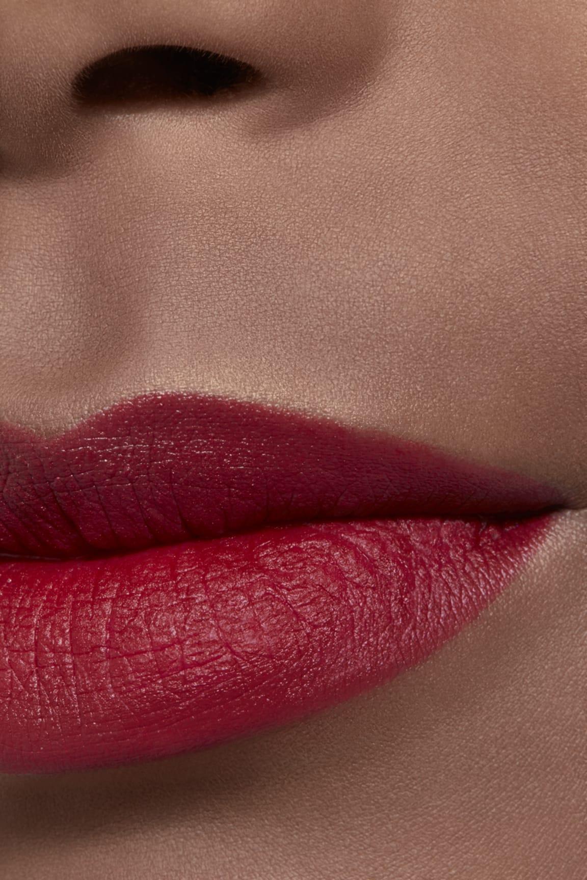 Application makeup visual 2 - ROUGE ALLURE VELVET LE LION DE CHANEL 58 - ROUGE VIE