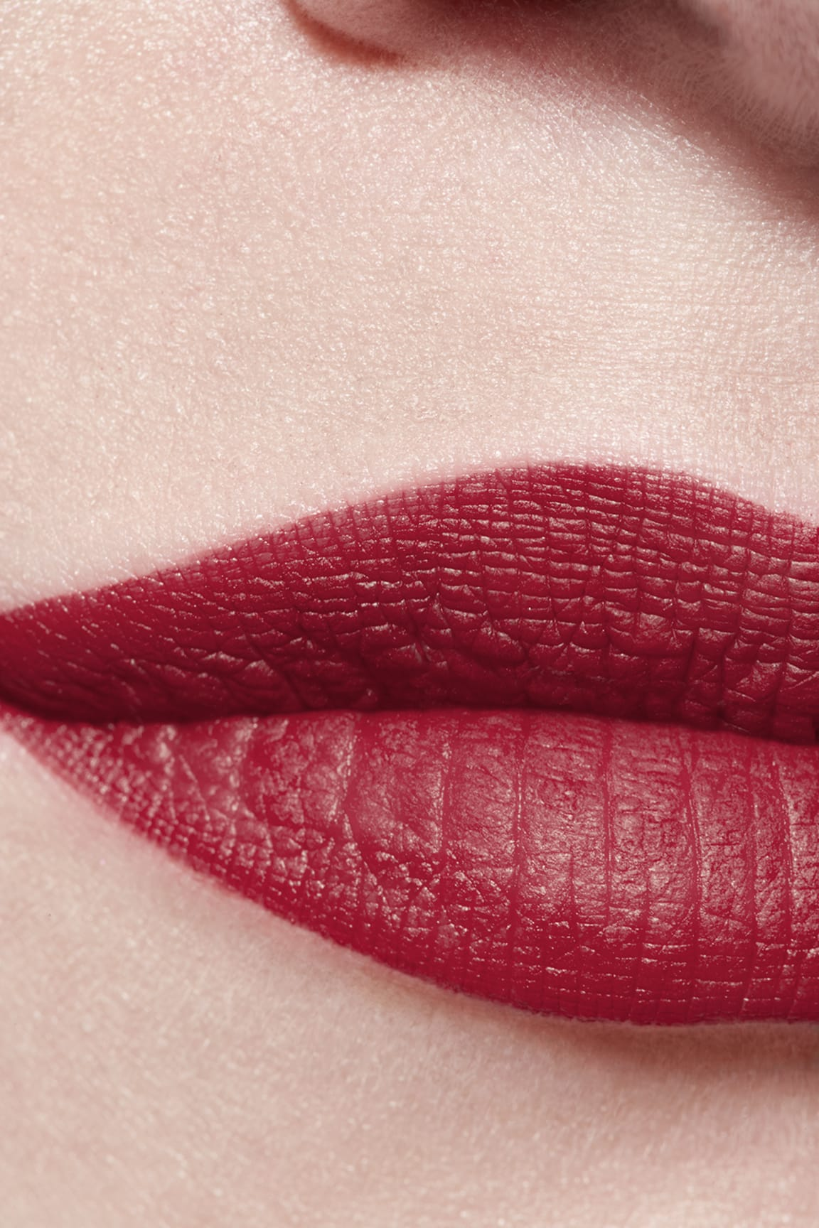 Application makeup visual 3 - ROUGE ALLURE VELVET 58 - ROUGE VIE
