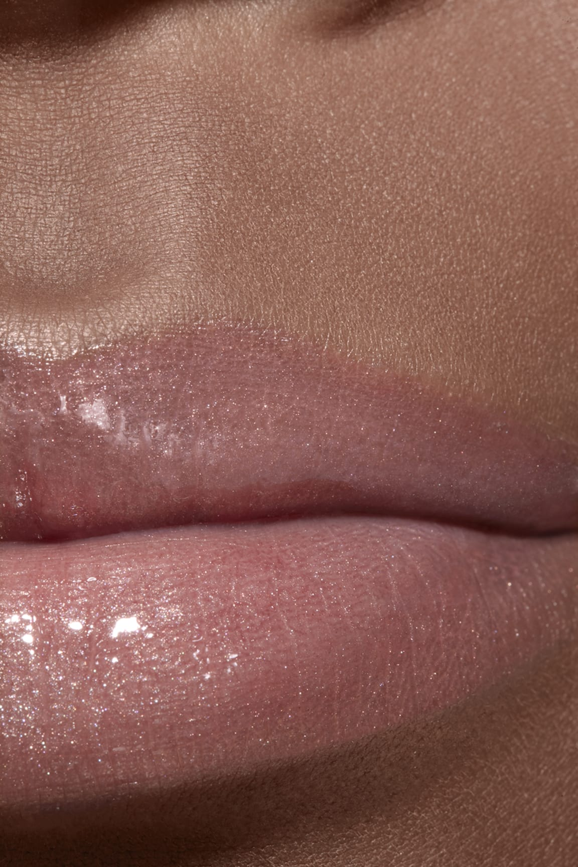 Imagen aplicación de maquillaje 2 - ROUGE COCO GLOSS 722 - NOCE MOSCATA
