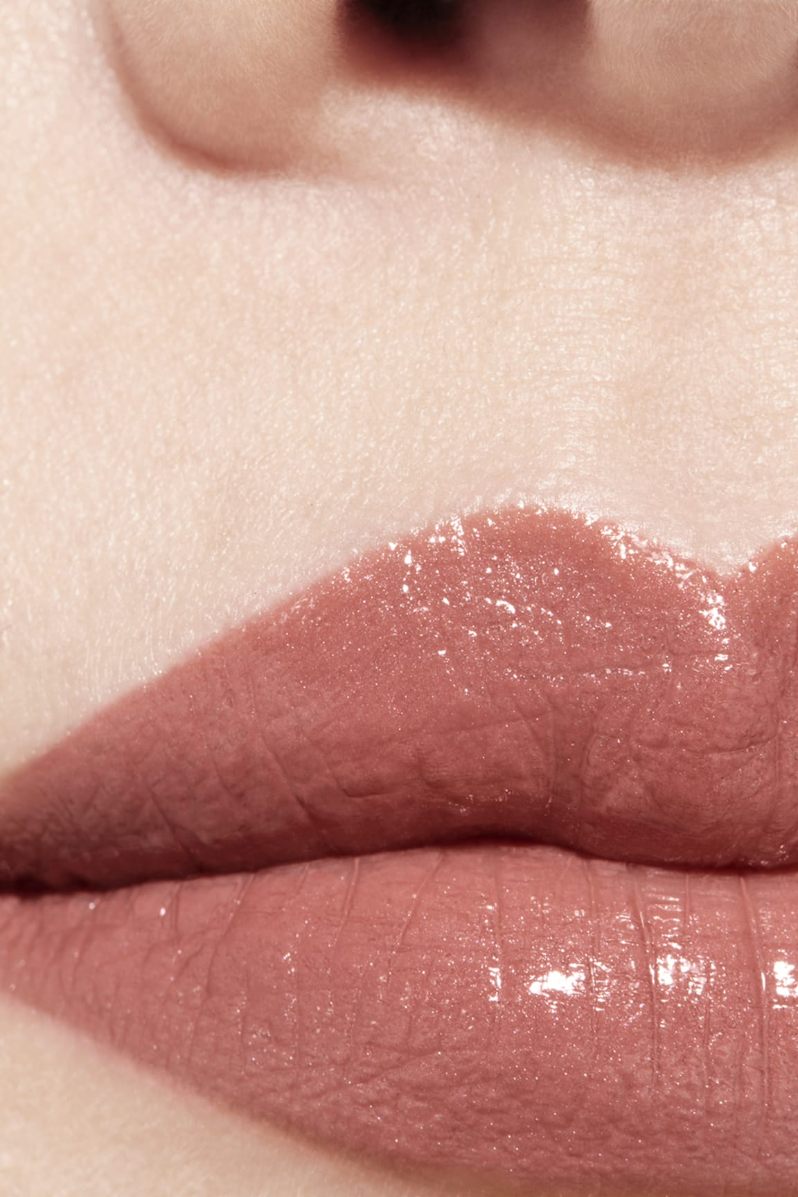 Application makeup visual 1 - ROUGE COCO 402 - ADRIENNE