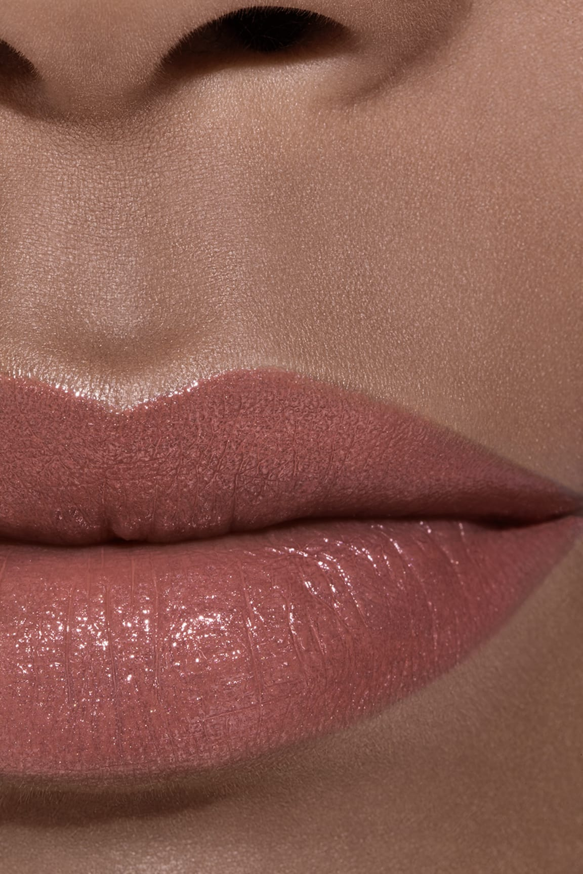 Application makeup visual 2 - ROUGE COCO 402 - ADRIENNE