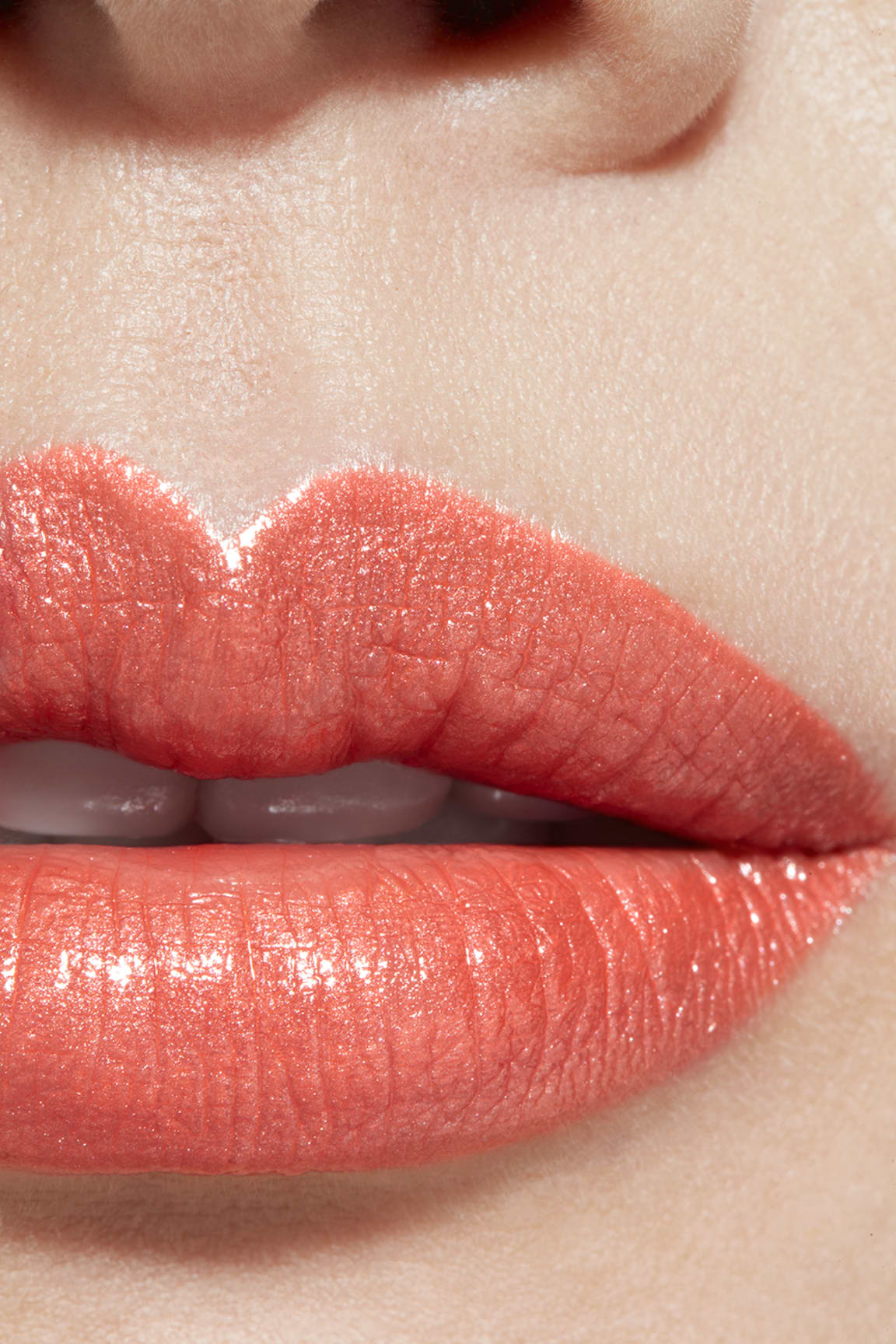 Toepassing make-up visual 1 - ROUGE COCO 414 - SARI DORÉ