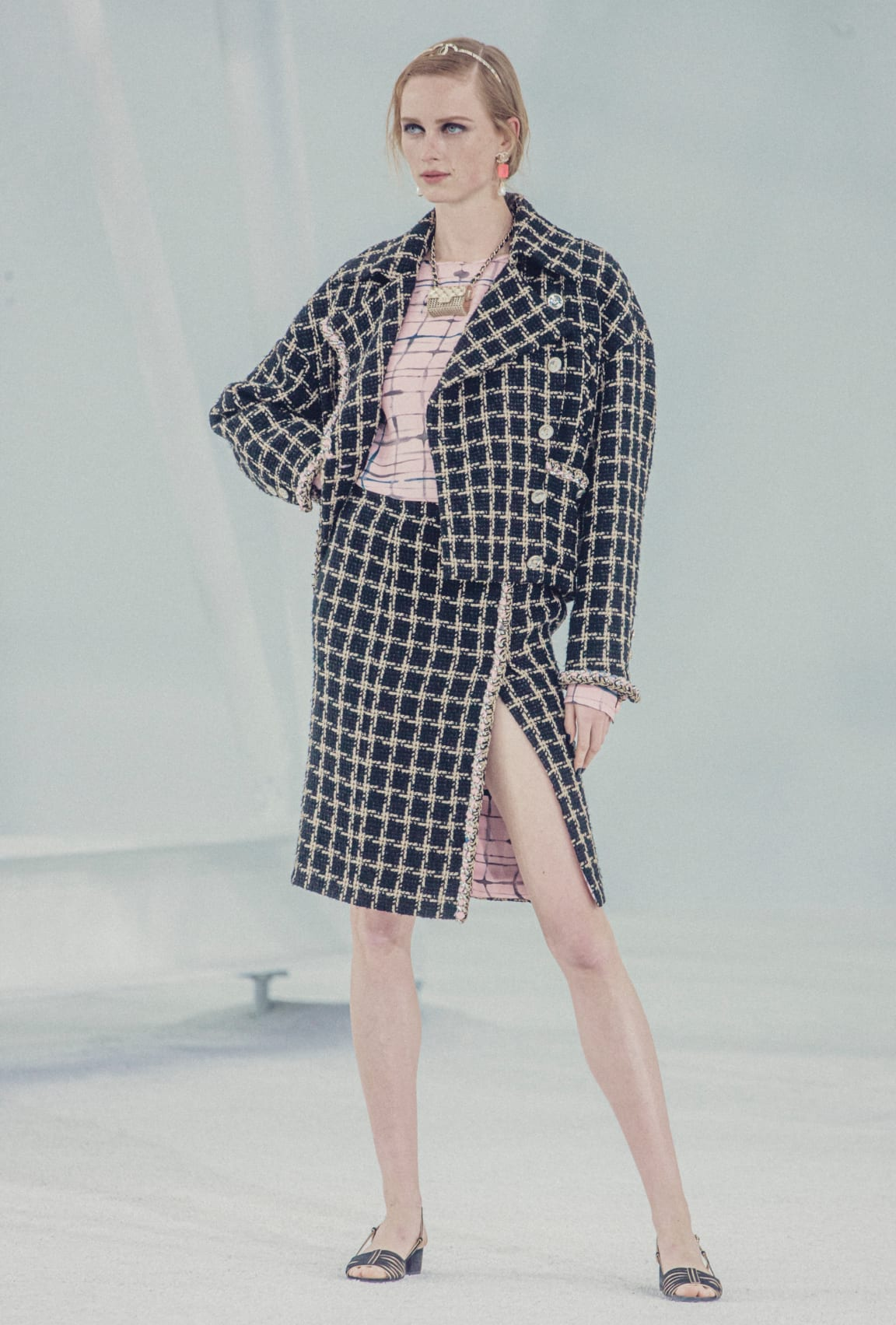 zoom - Image 3 - Look  1