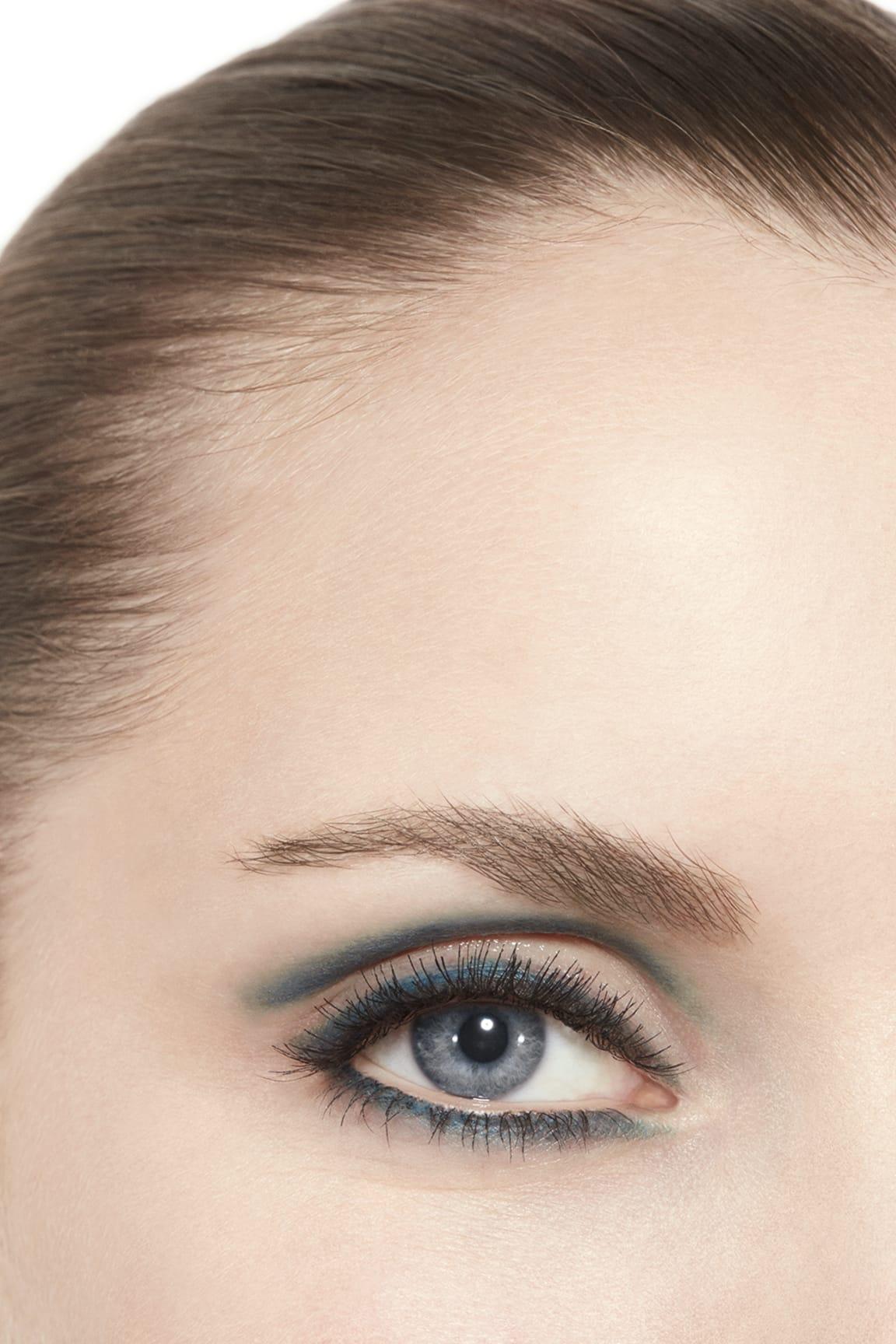 Imagen aplicación de maquillaje 3 - STYLO OMBRE ET CONTOUR 02 - BLEU NUIT